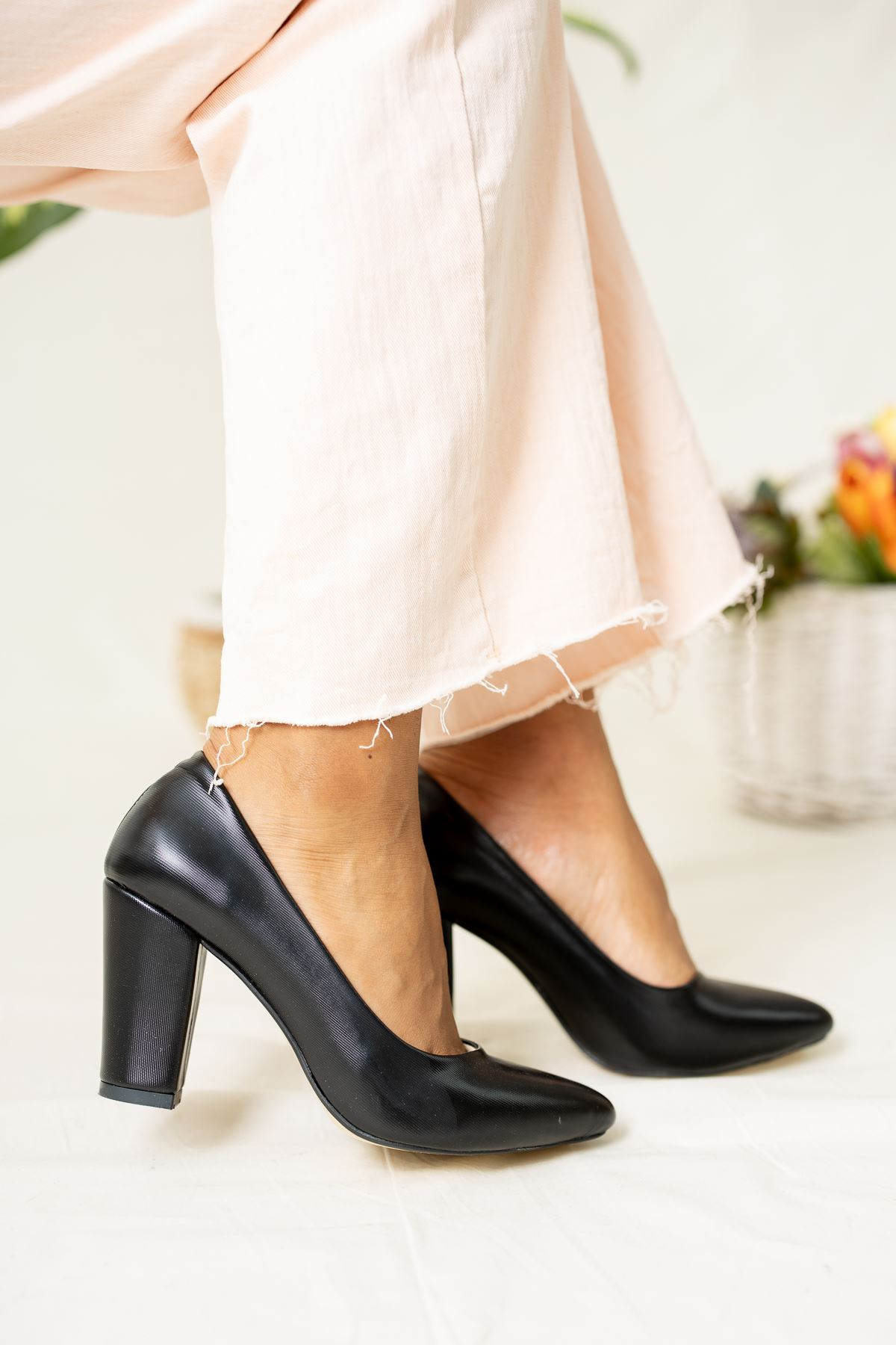 Sivri Burun Siyah Cilt Ayakkabı