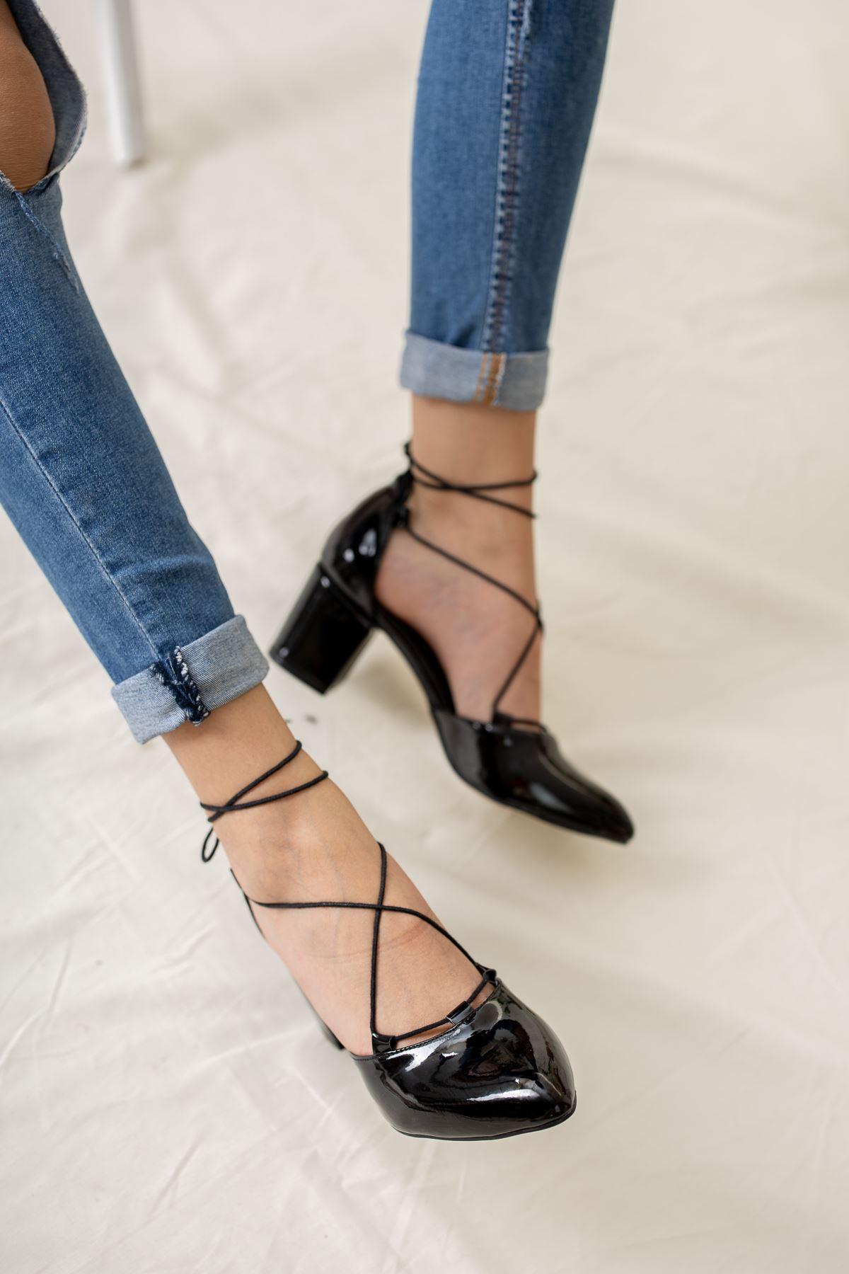 Sivri Burun Bilekten Bağlı Siyah Rugan Ayakkabı