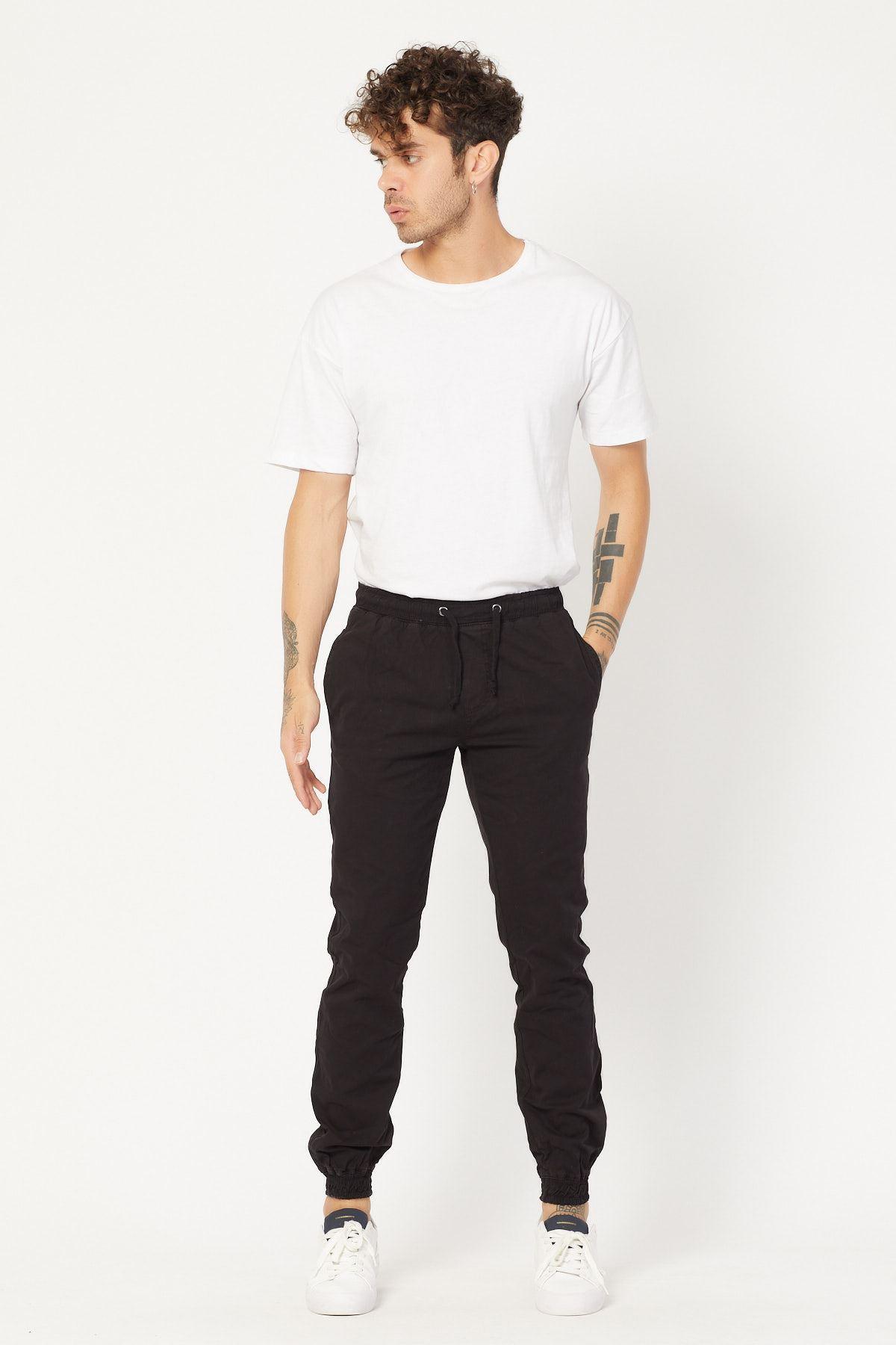 Paçası Lastikli Siyah Pantolon