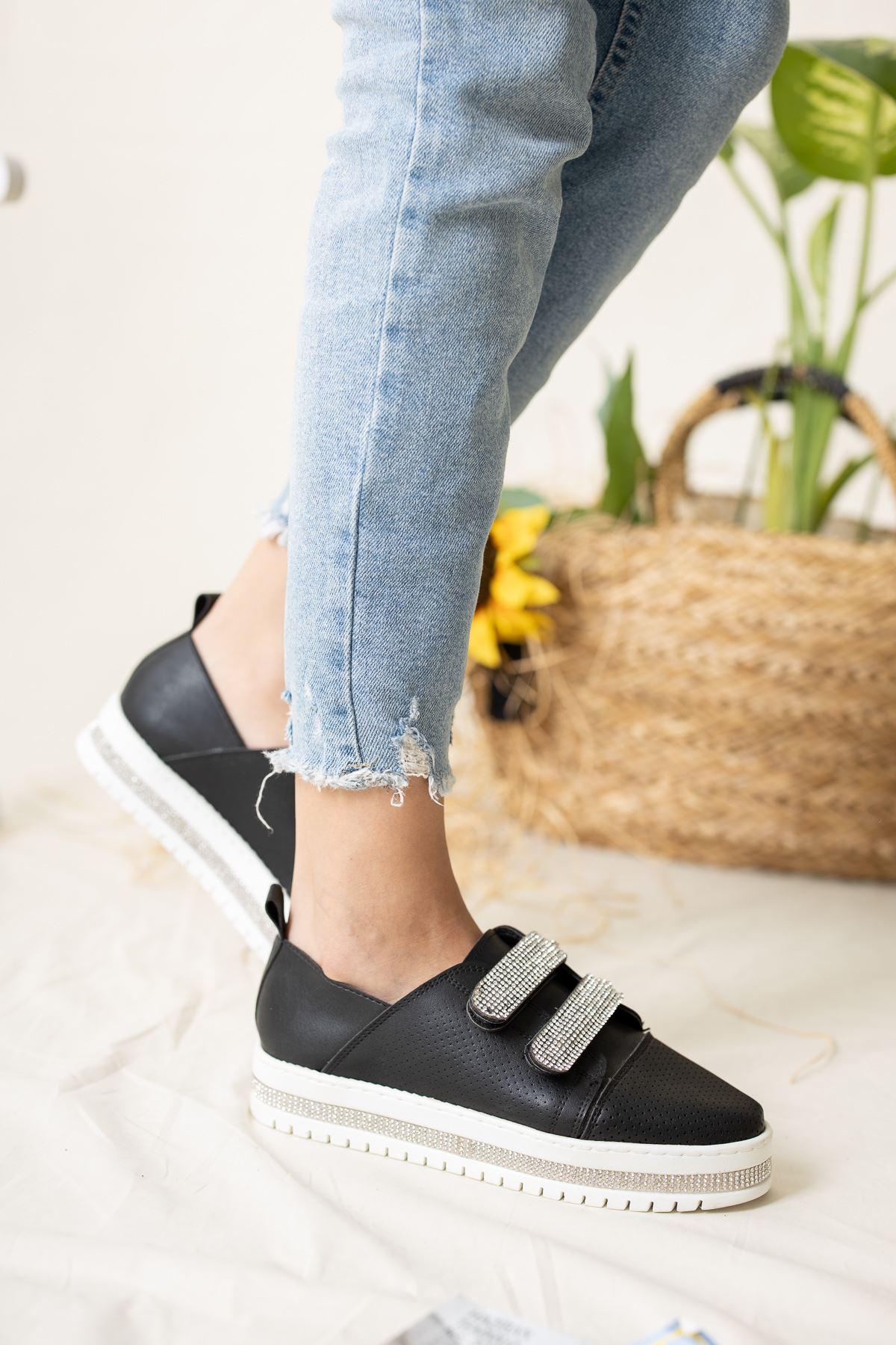 Tabanı Taşlı Cırtlı Siyah Spor Ayakkabı
