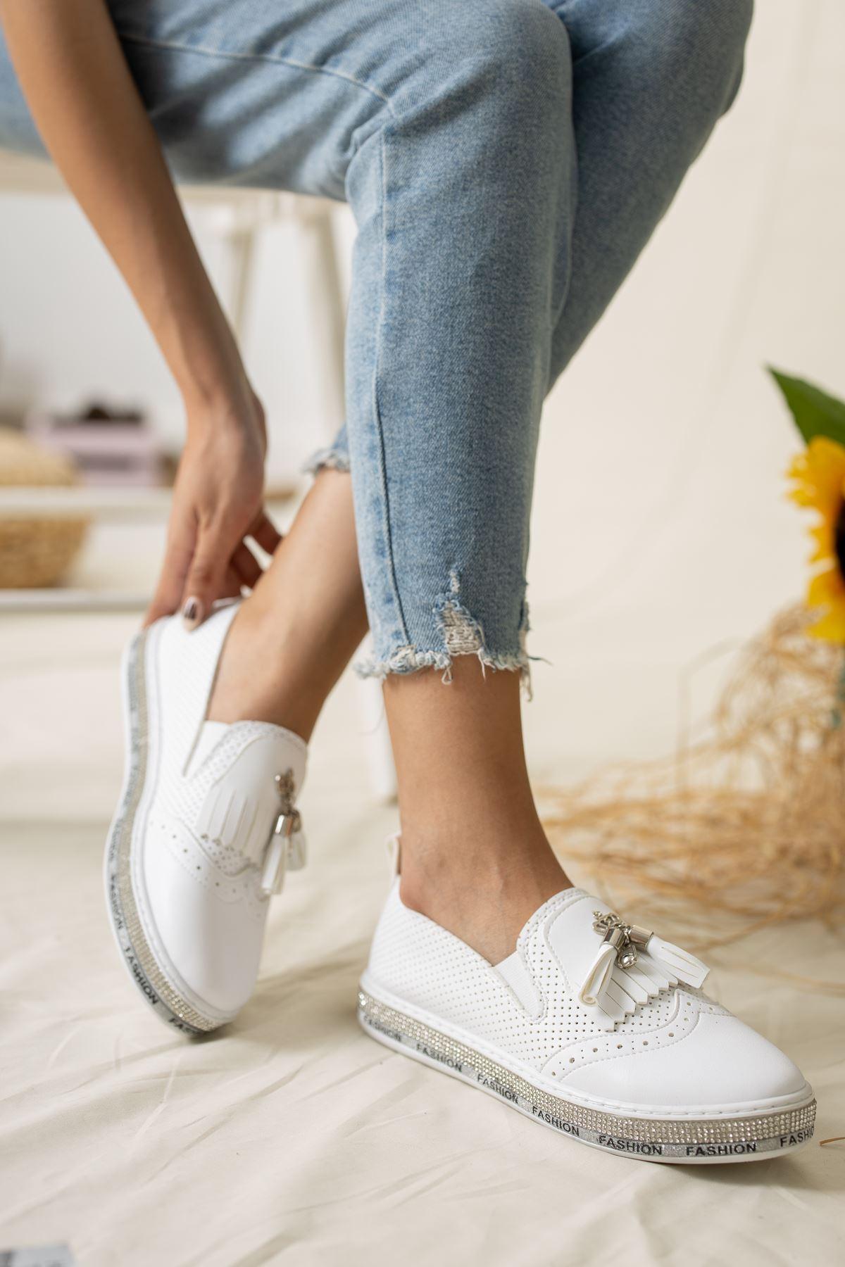 Tabanı Taşlı Püsküllü Beyaz Spor Ayakkabı