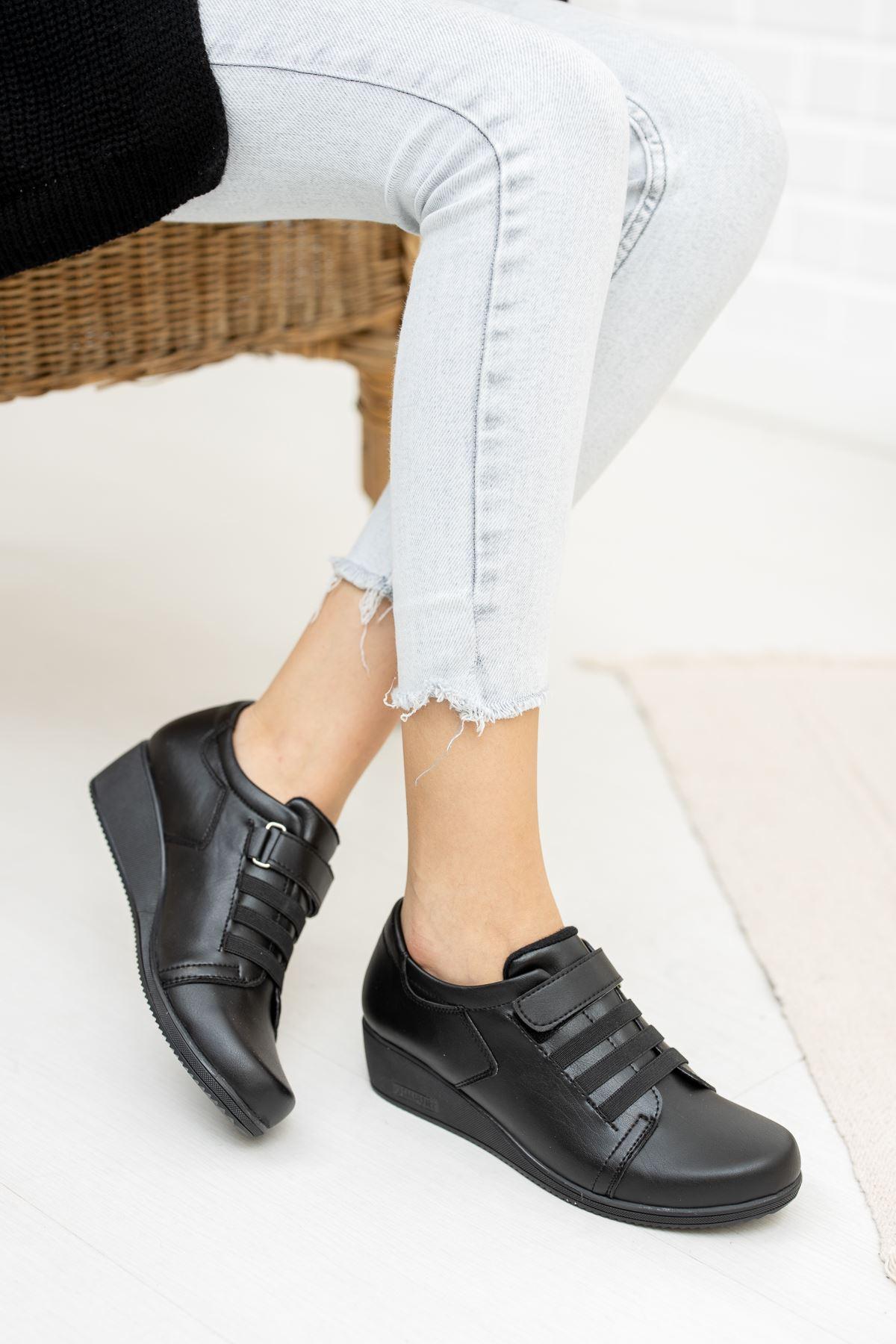 Cırtlı 3 Lastikli Ortapedik Pedli Siyah Cilt Ayakkabı