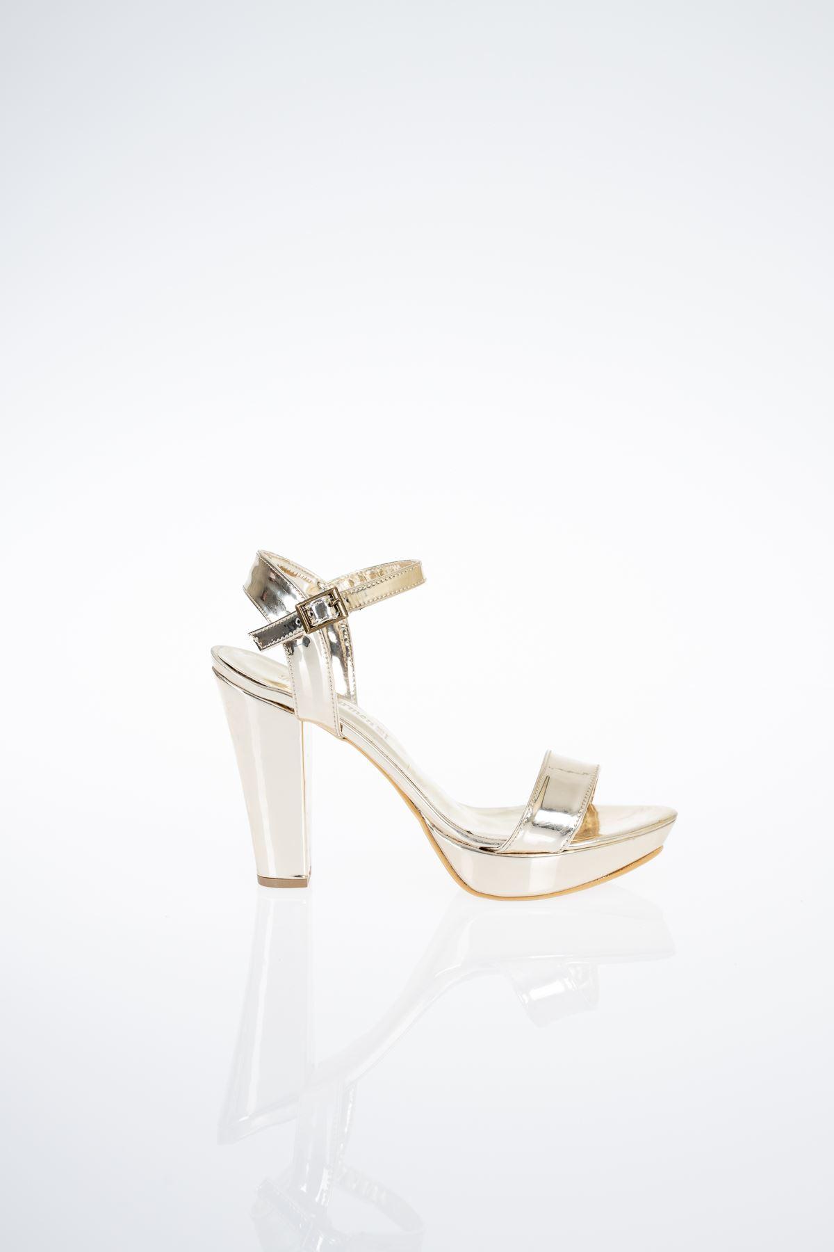 Tek Platform Topuklu Sandalet