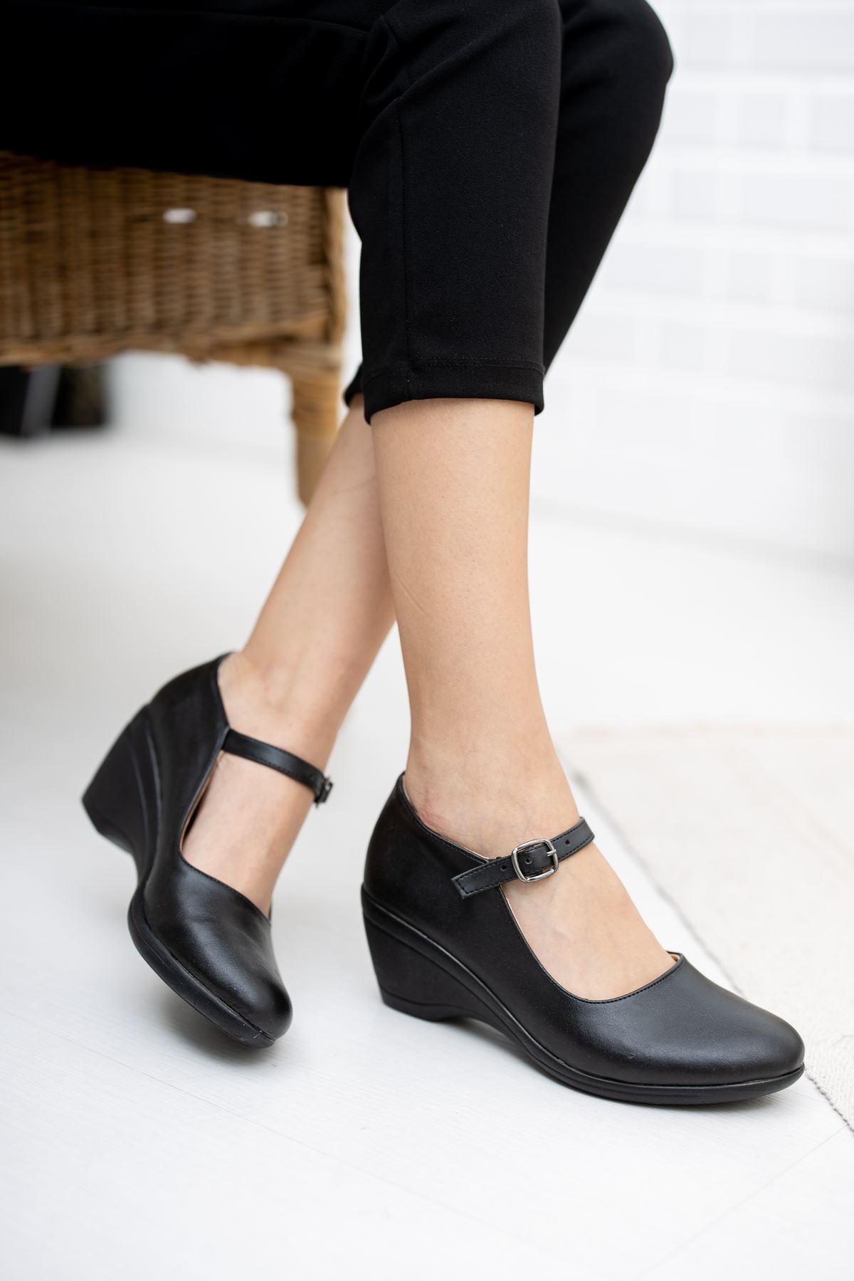 Dolgu Taban Siyah Cilt Ayakkabı