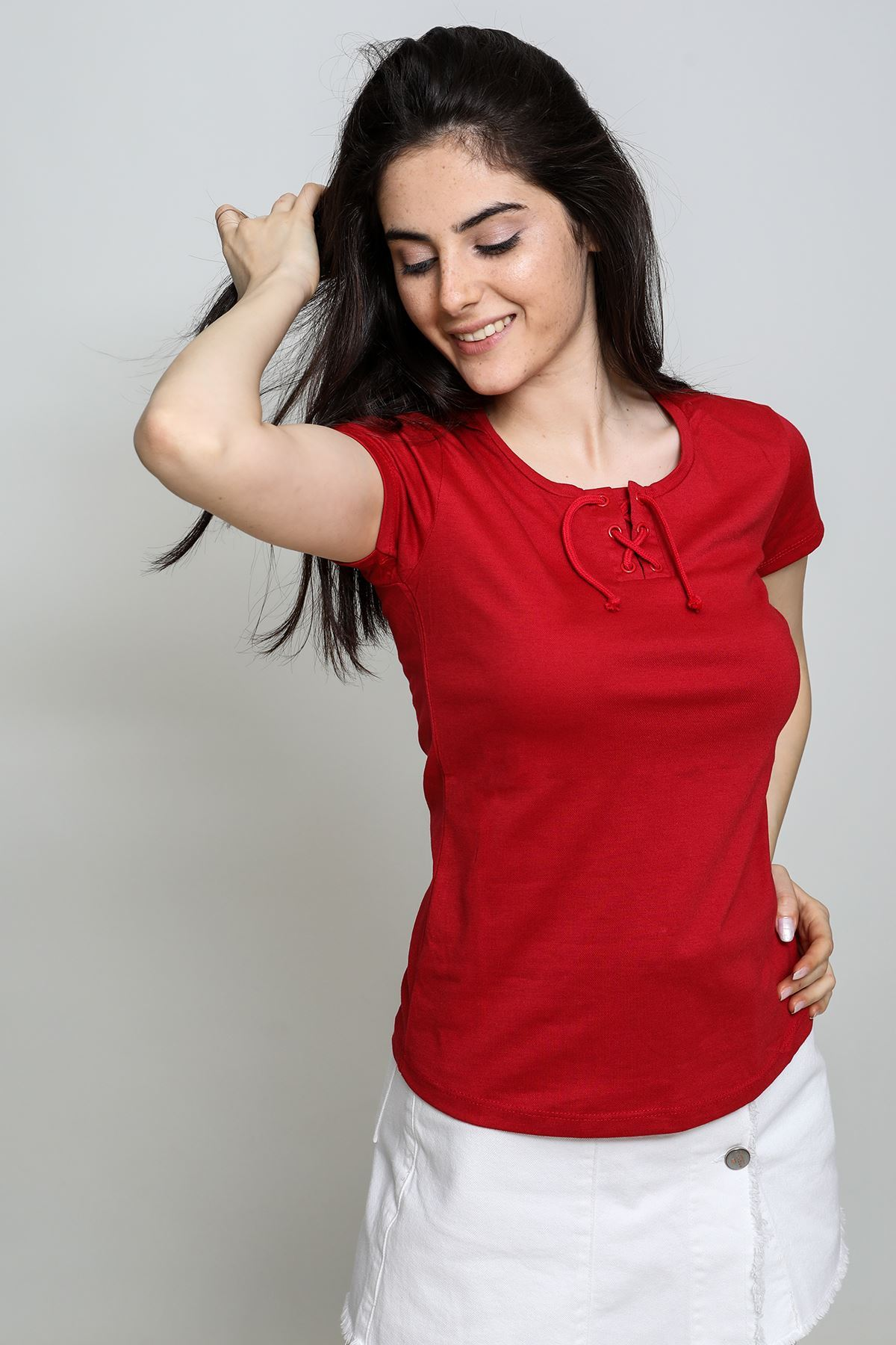 Yakası Bağcıklı T-shirt