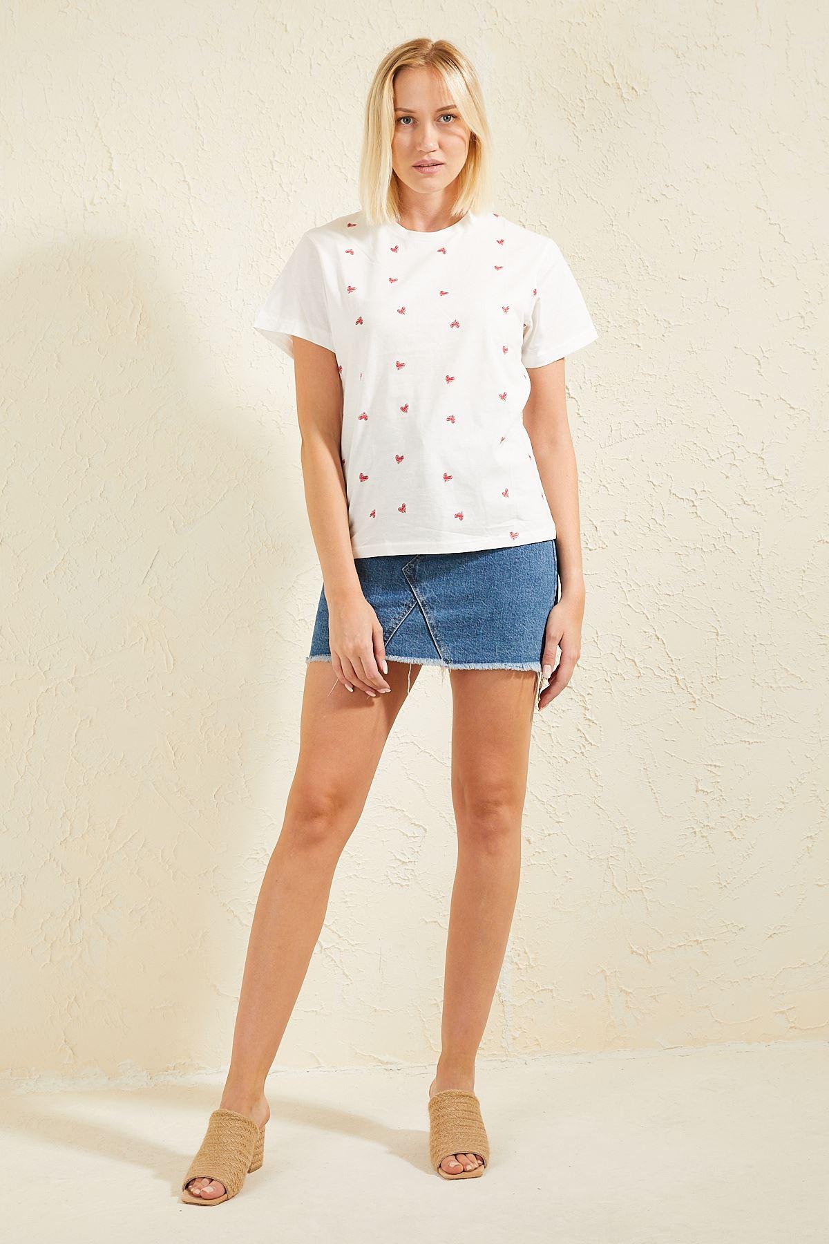Kalp Baskılı Kadın T-shirt
