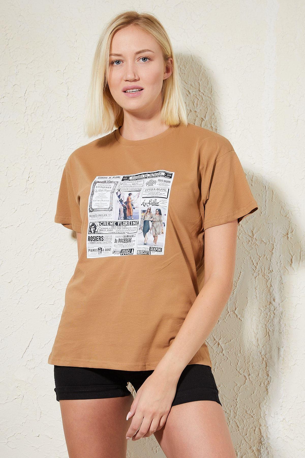 Gazete Baskılı Kahverengi Kadın T-shirt