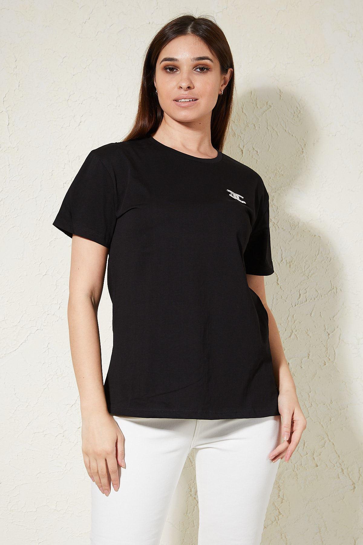 Broşlu T-shirt
