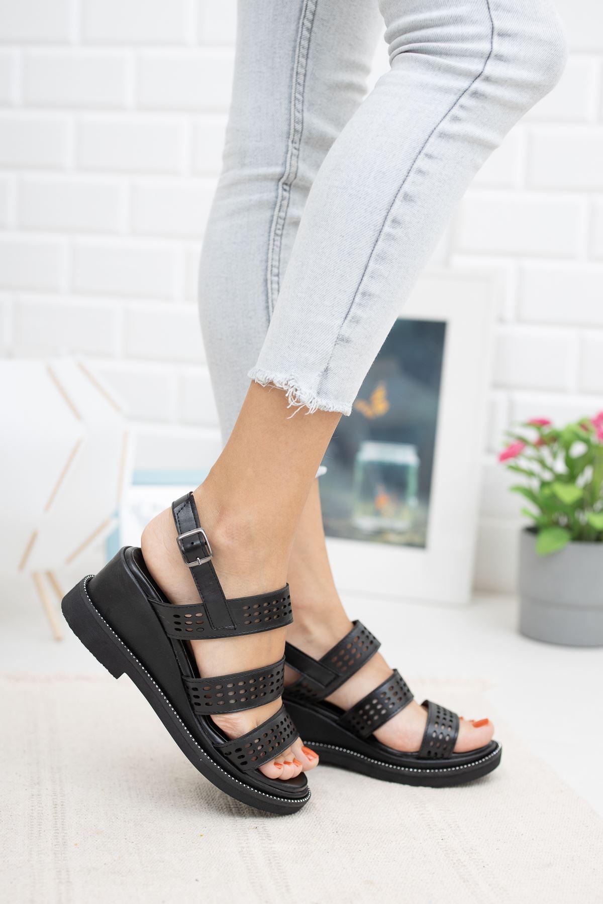 3 Bant Topuklu Siyah Sandalet