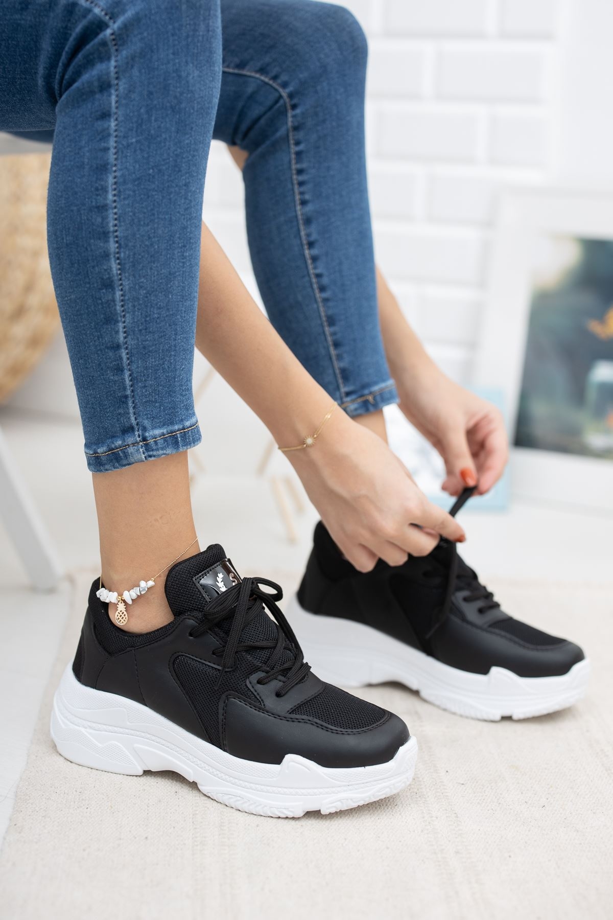 Loic  Siyaha Beyaz Taban Spor Ayakkabı