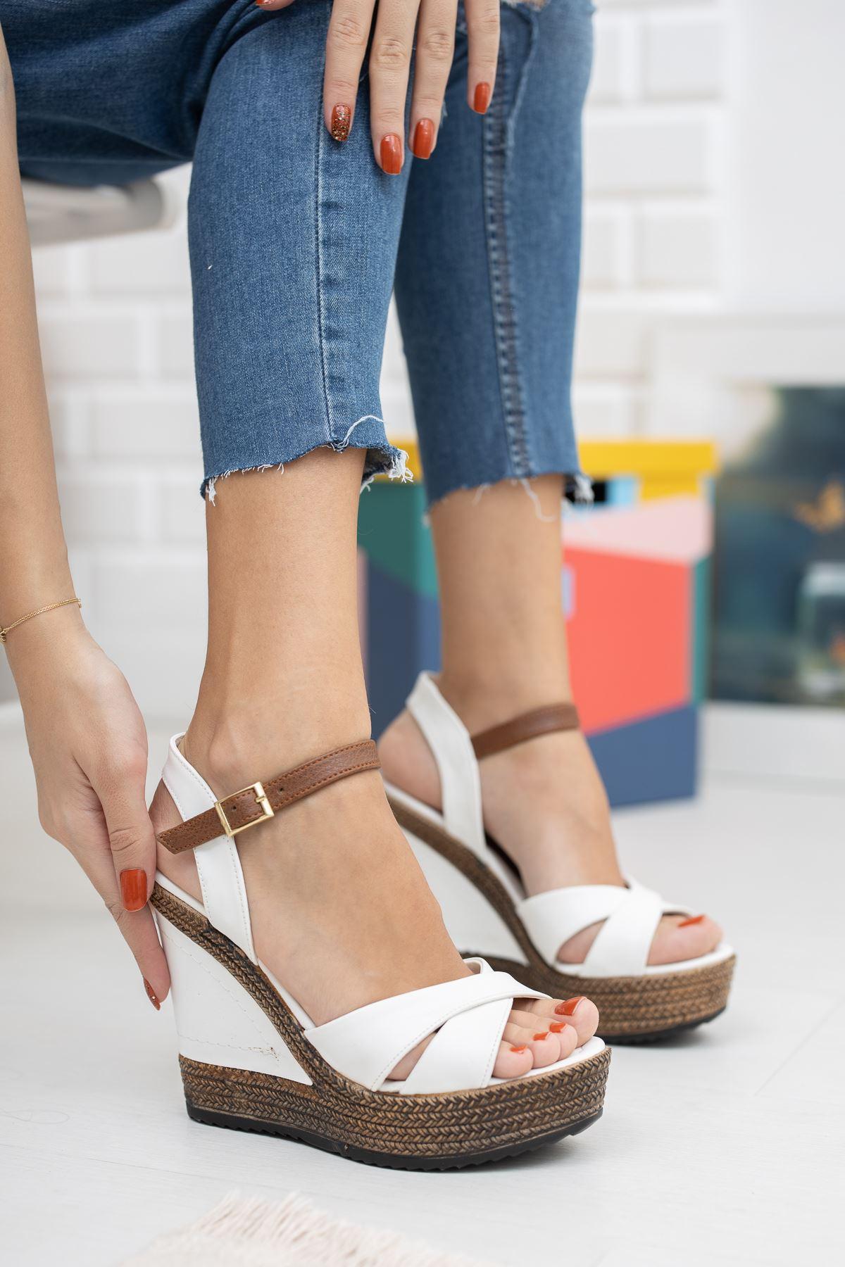 Dolgu Taban Beyaz Cilt Sandalet