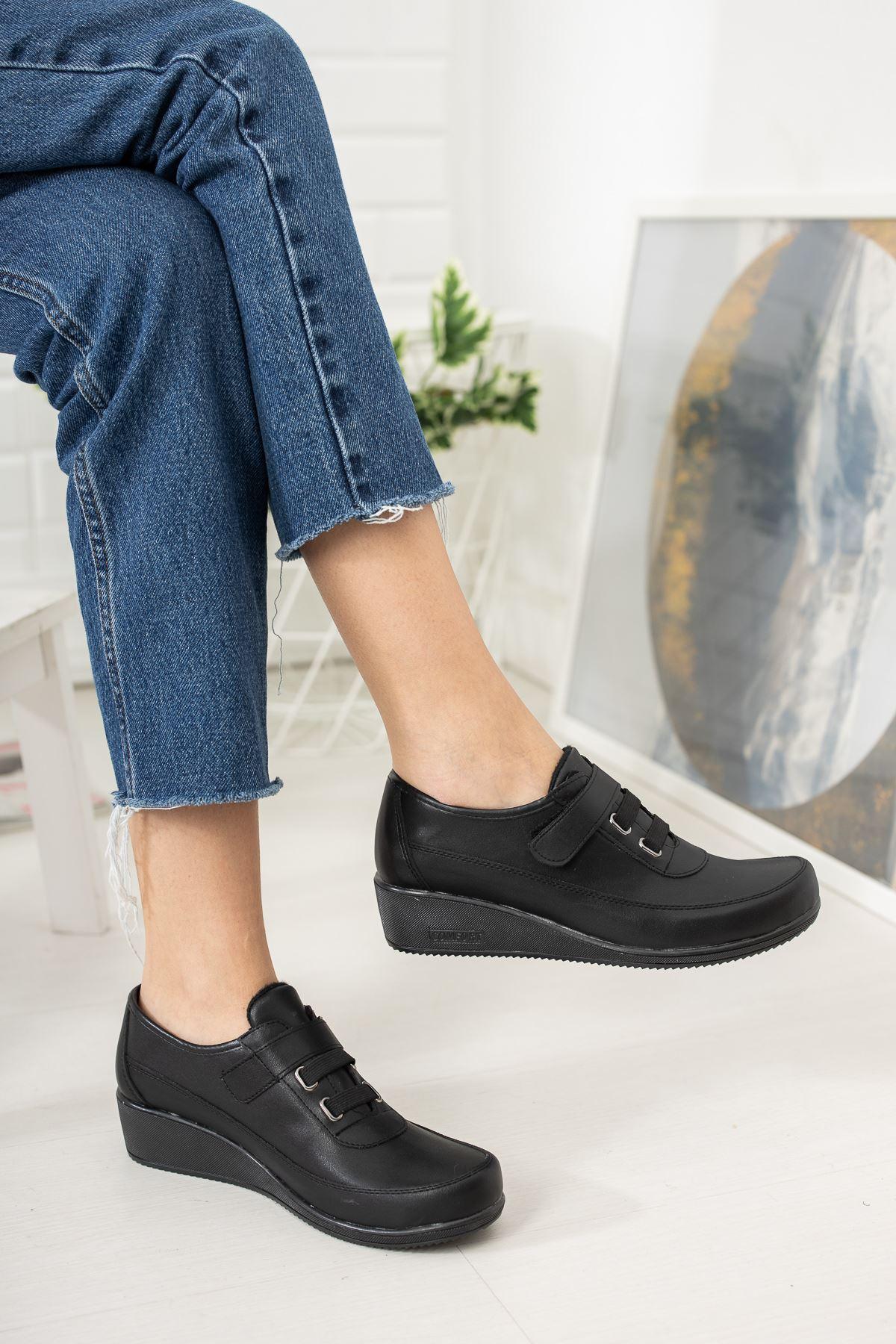 Cırtlı  Ortapedik Pedli Siyah Cilt Ayakkabı