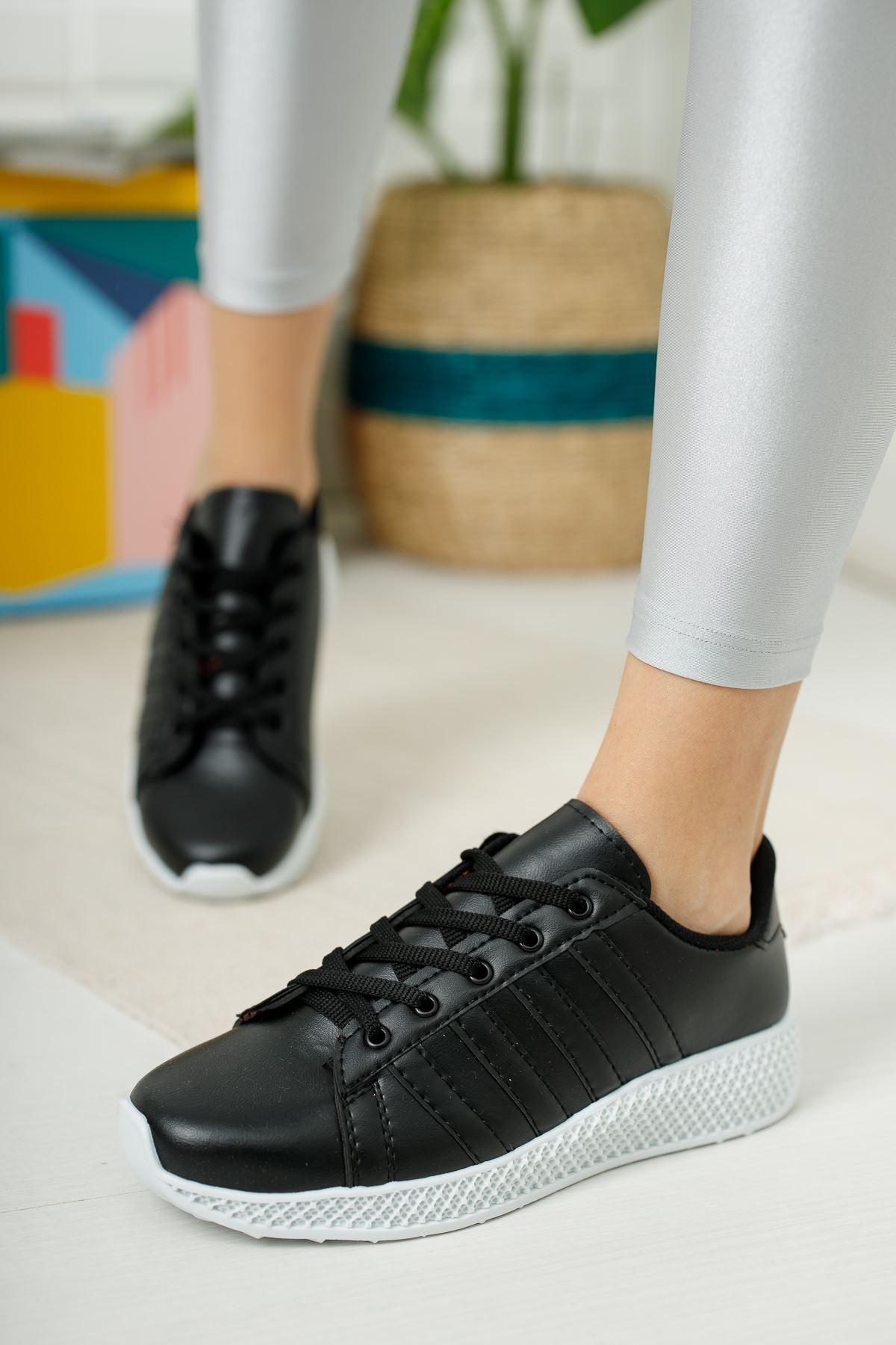 Bağcıklı Siyah Tabanı Beyaz Spor Ayakkabı