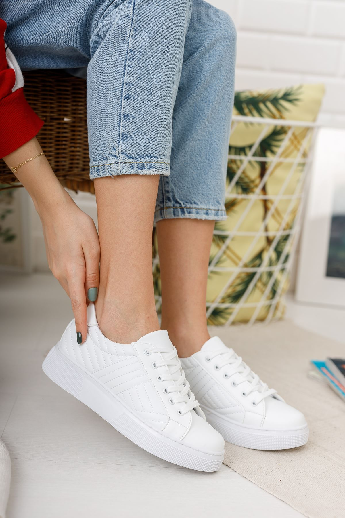Bağcıklı Beyaz  Spor Ayakkabı