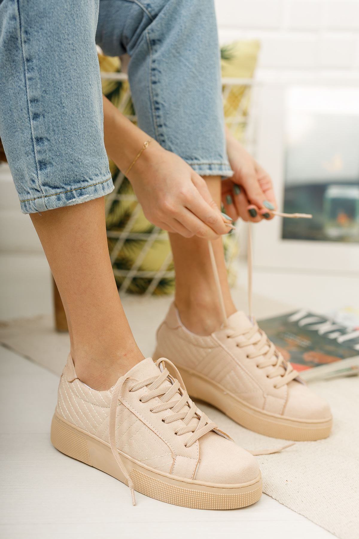 Bağcıklı Krem Süet Spor Ayakkabı