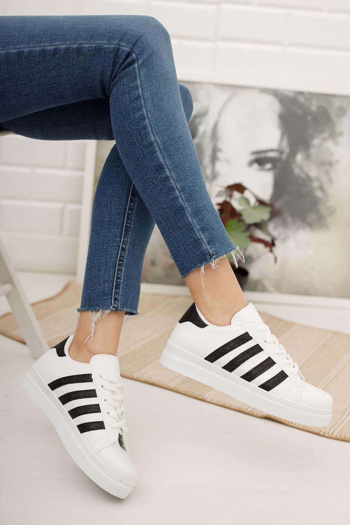 Bağcıklı Simli Siyah Şeritli Beyaz Spor Ayakkabı