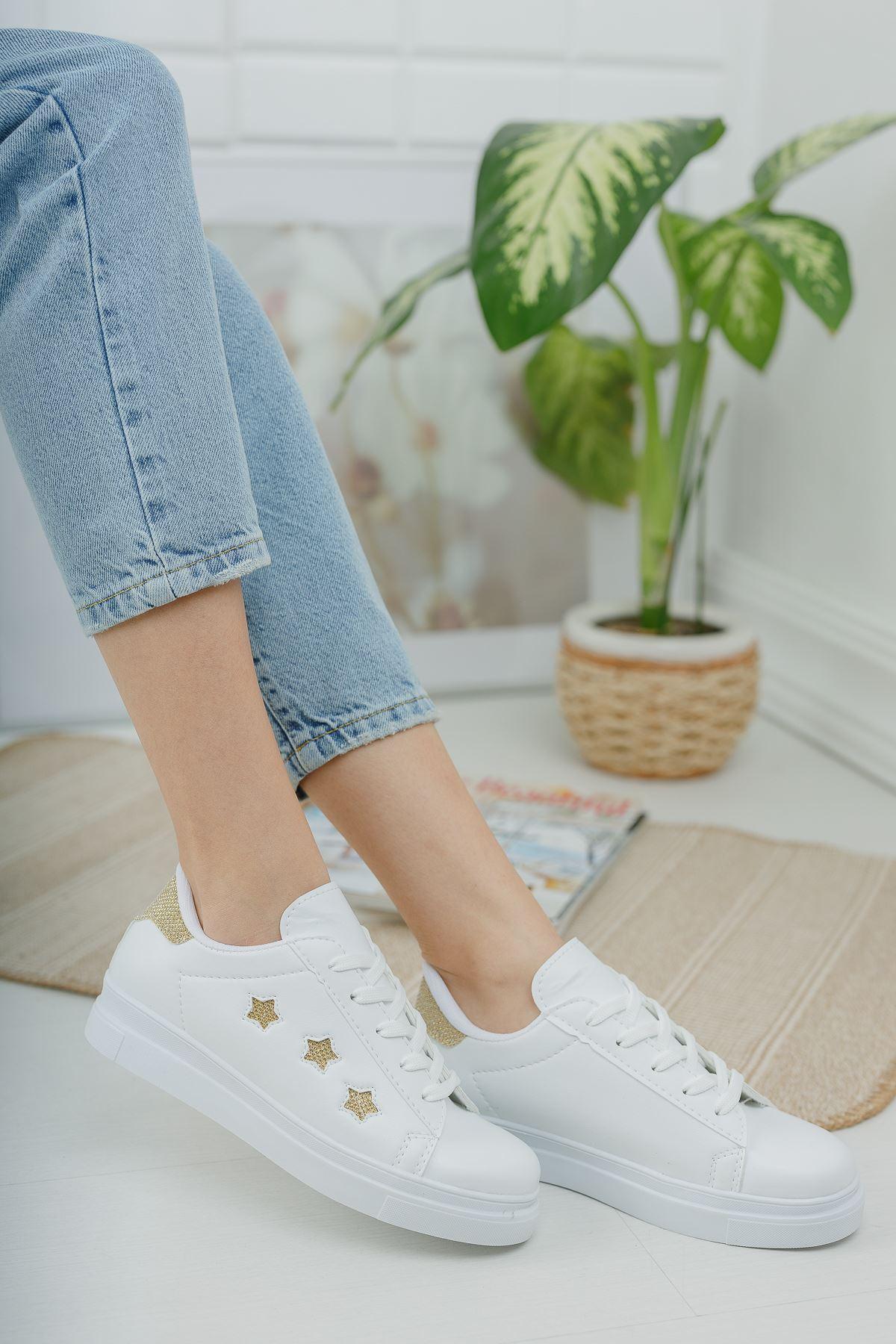 Bağcıklı Sarı Yıldızlı Beyaz Spor Ayakkabı
