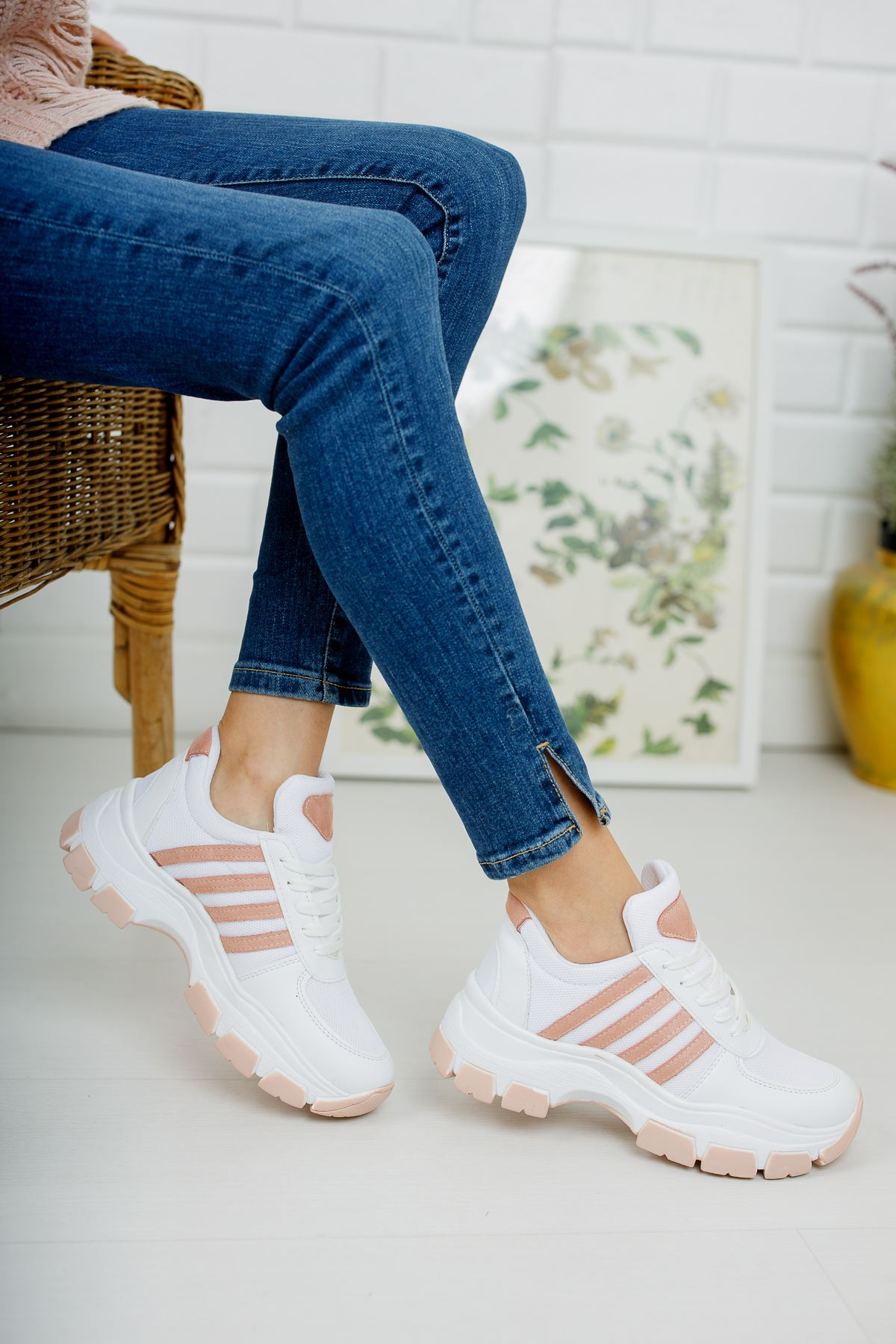Yüksek Taban Pudra Şeritli Beyaz Spor Ayakkabı