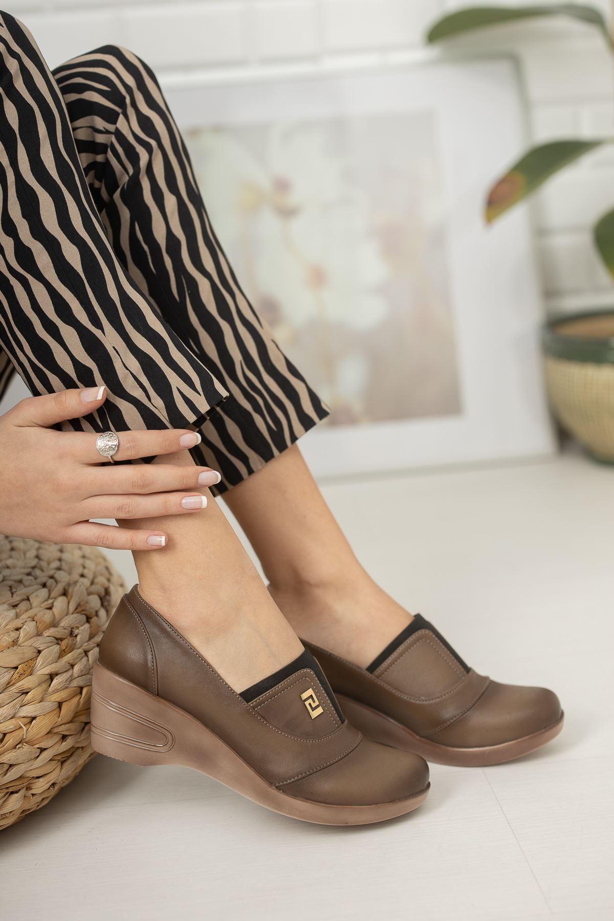 Ortapedik Pedli Dolgu Topuk Vizon Cilt Ayakkabı