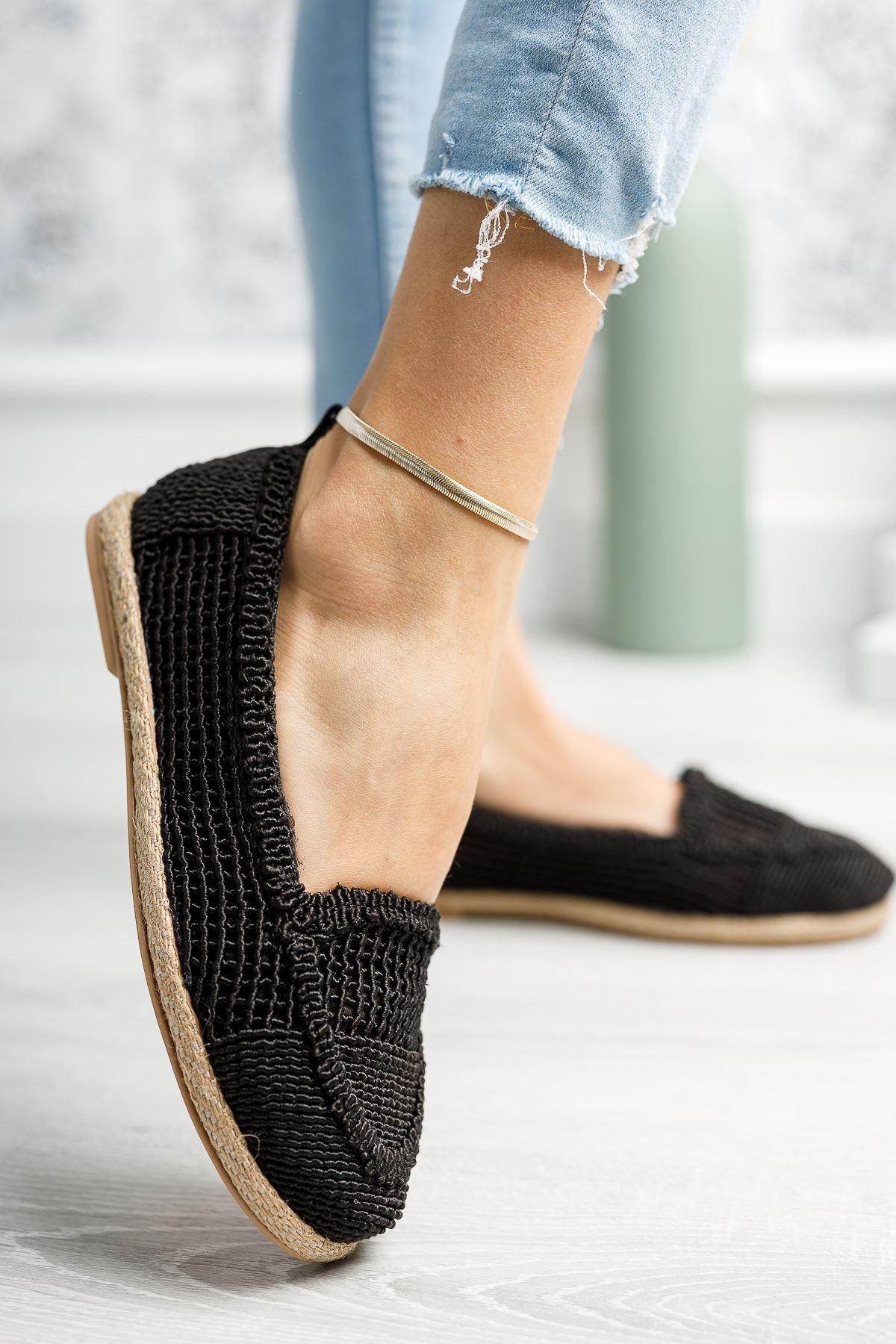 Jut Taban Örgülü Siyah Ayakkabı