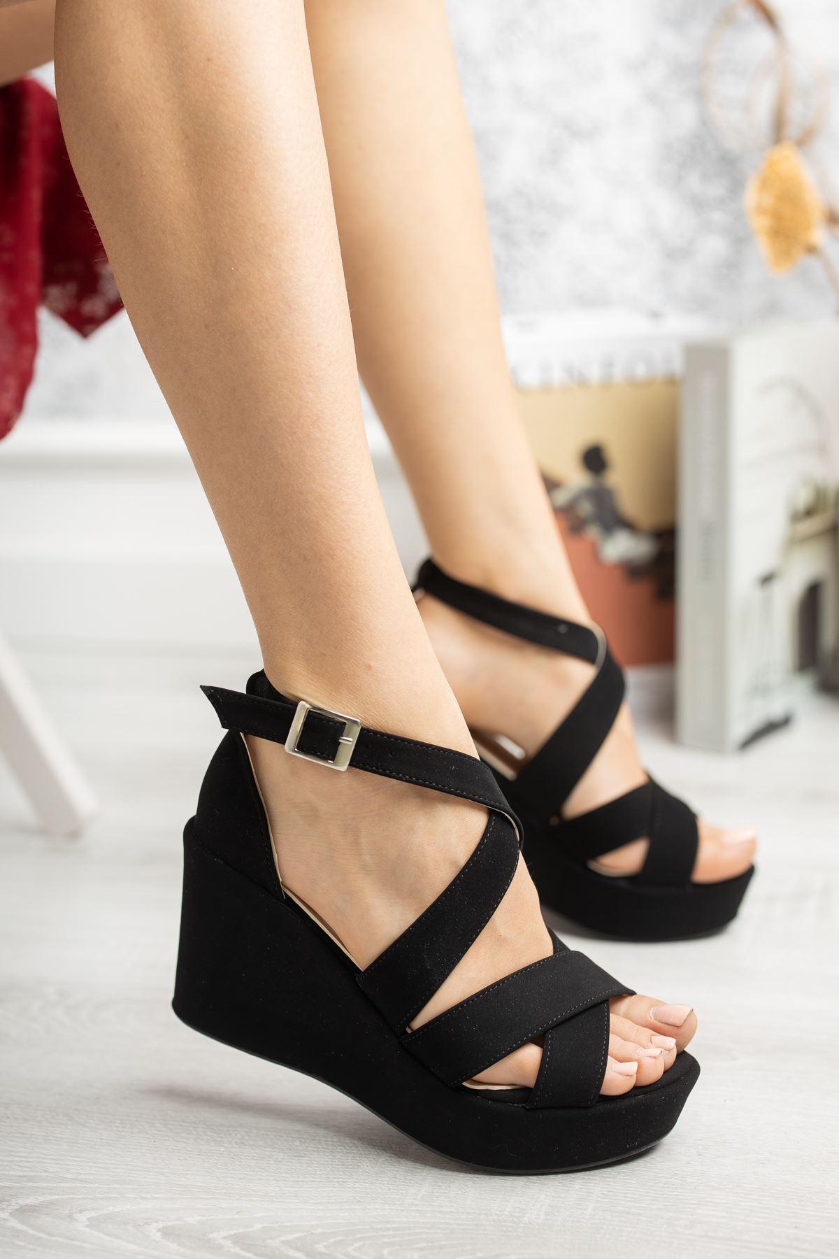 Dolgu Taban Çapraz Bant Siyah Süet Sandalet