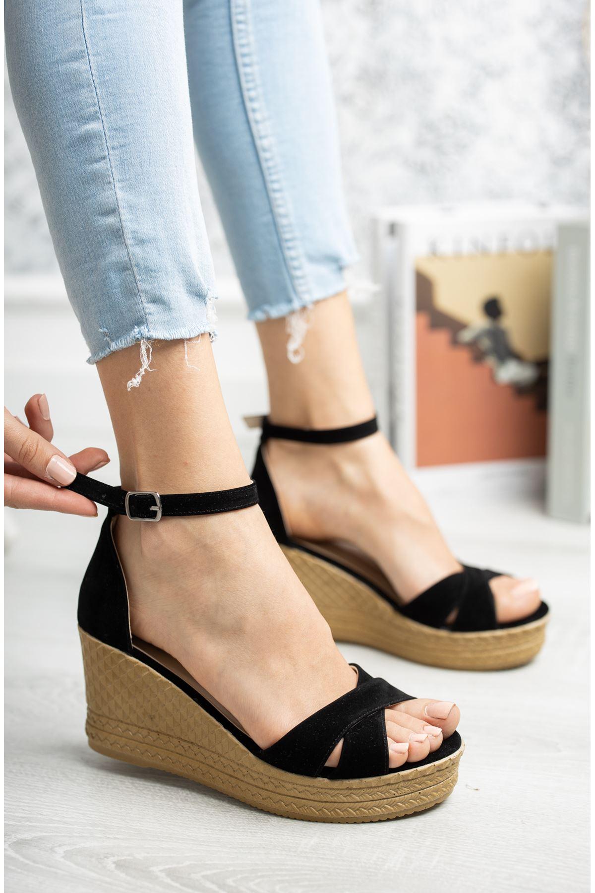 Mantar Taban Çapraz Bant Siyah Süet Sandalet