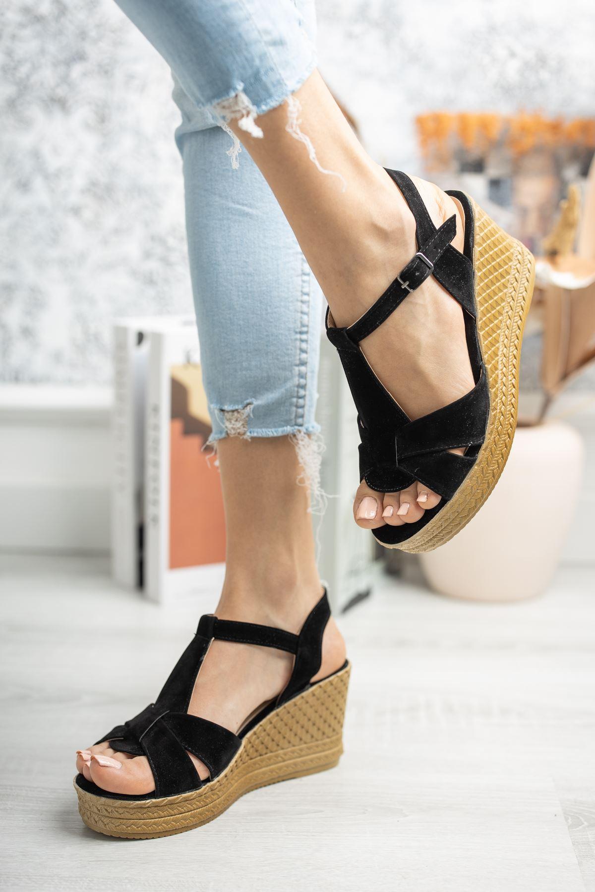 Mantar Taban Çapraz Bant Direkli Siyah Süet Sandalet