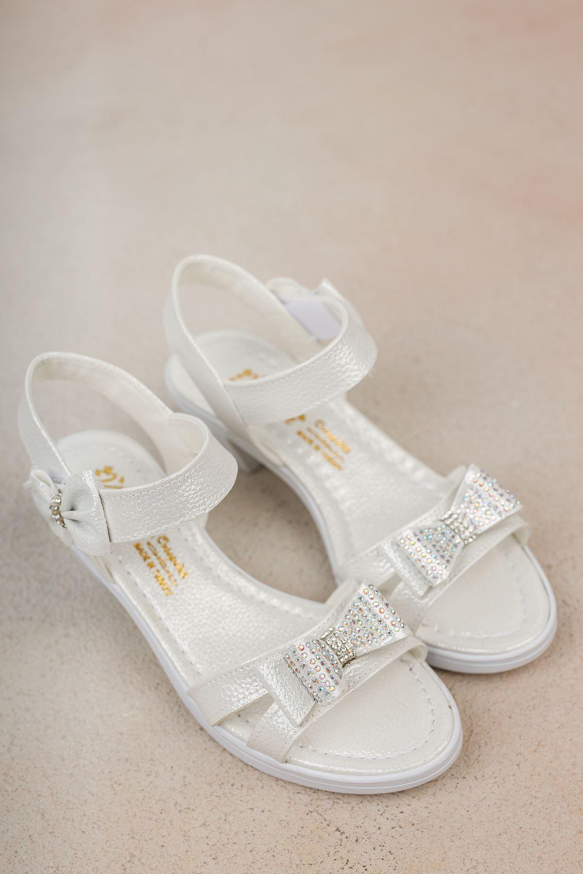 Topuklu Fiyonklu Taşlı Sandalet