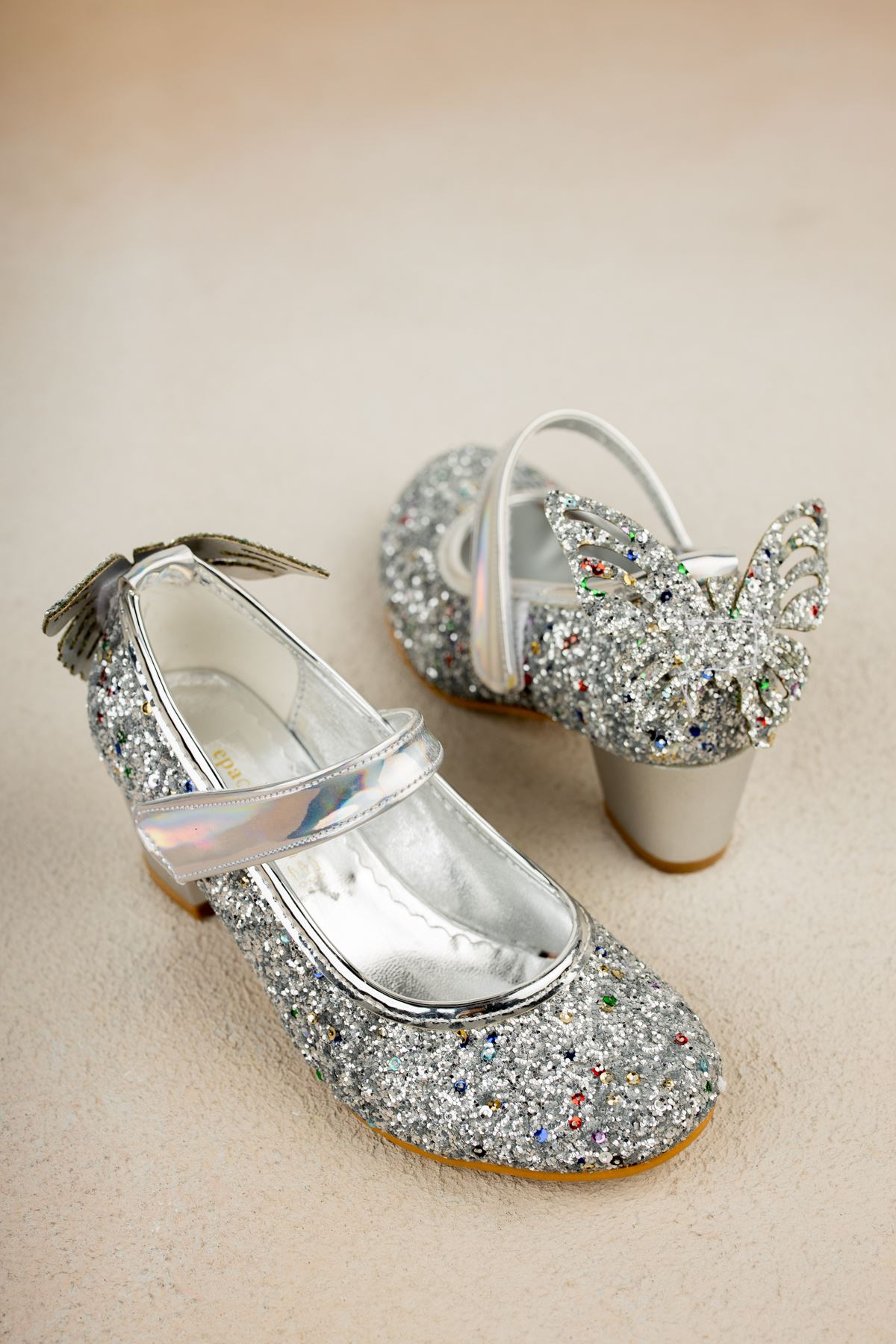 Topuklu Arkası Kelebekli Gümüş Taşlı Ayakkabı