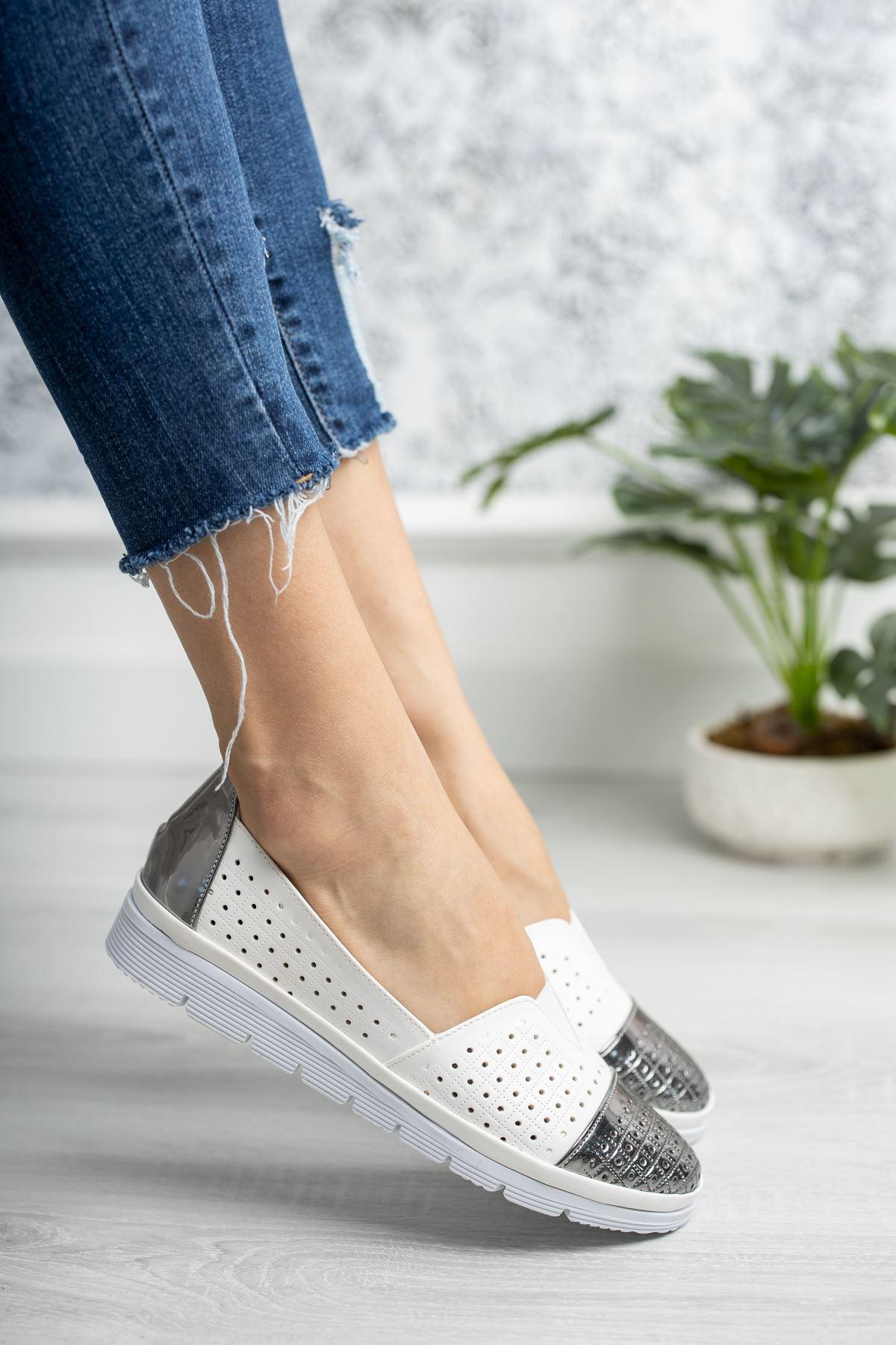 Ortopedik Taban Platin Garnili Beyaz Ayakkabı