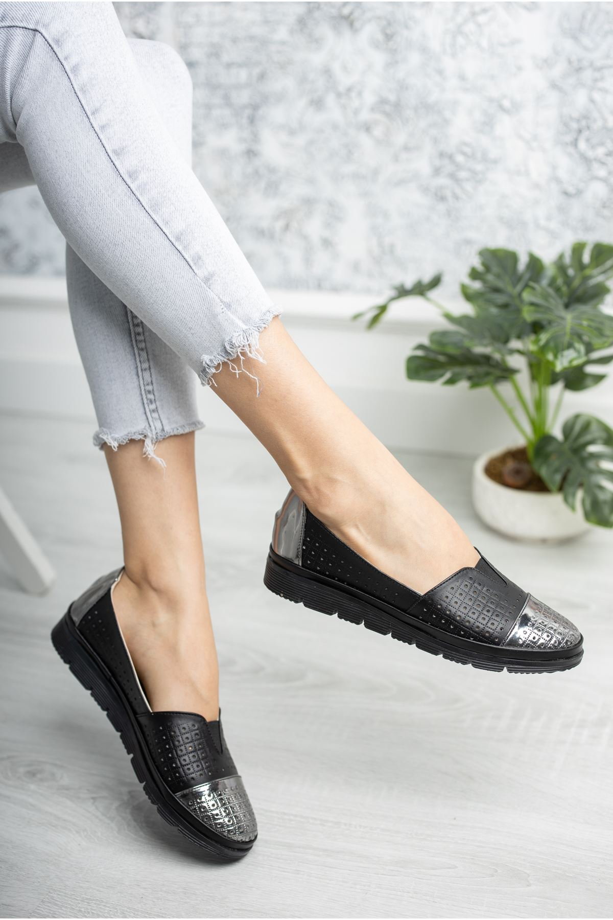 Ortopedik Taban Siyaha Siyah Garnili Ayakkabı
