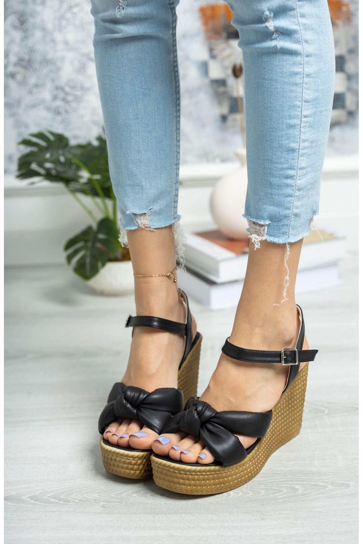 Dolgu Taban Düğümlü Siyah Sandalet