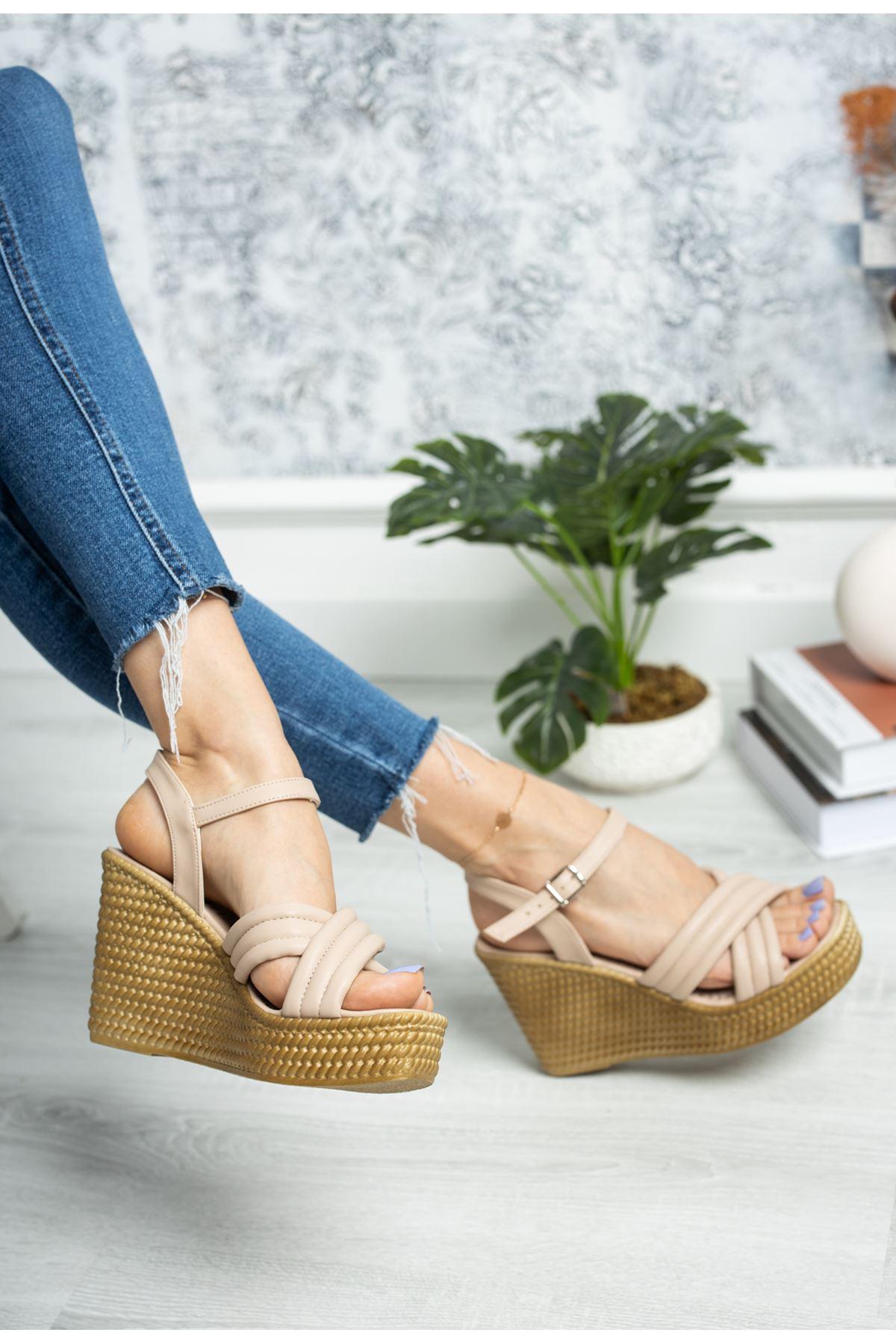 Dolgu Taban Çapraz Model Krem Sandalet