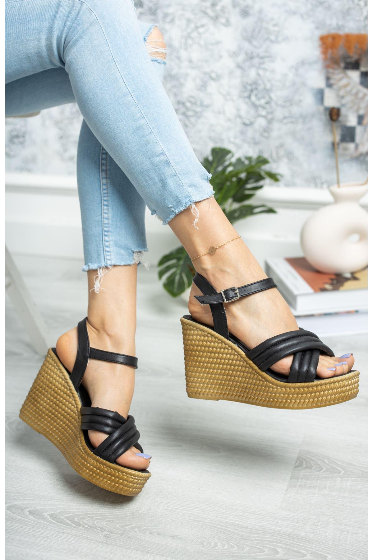 Dolgu Taban Çapraz Model Siyah Cilt Sandalet