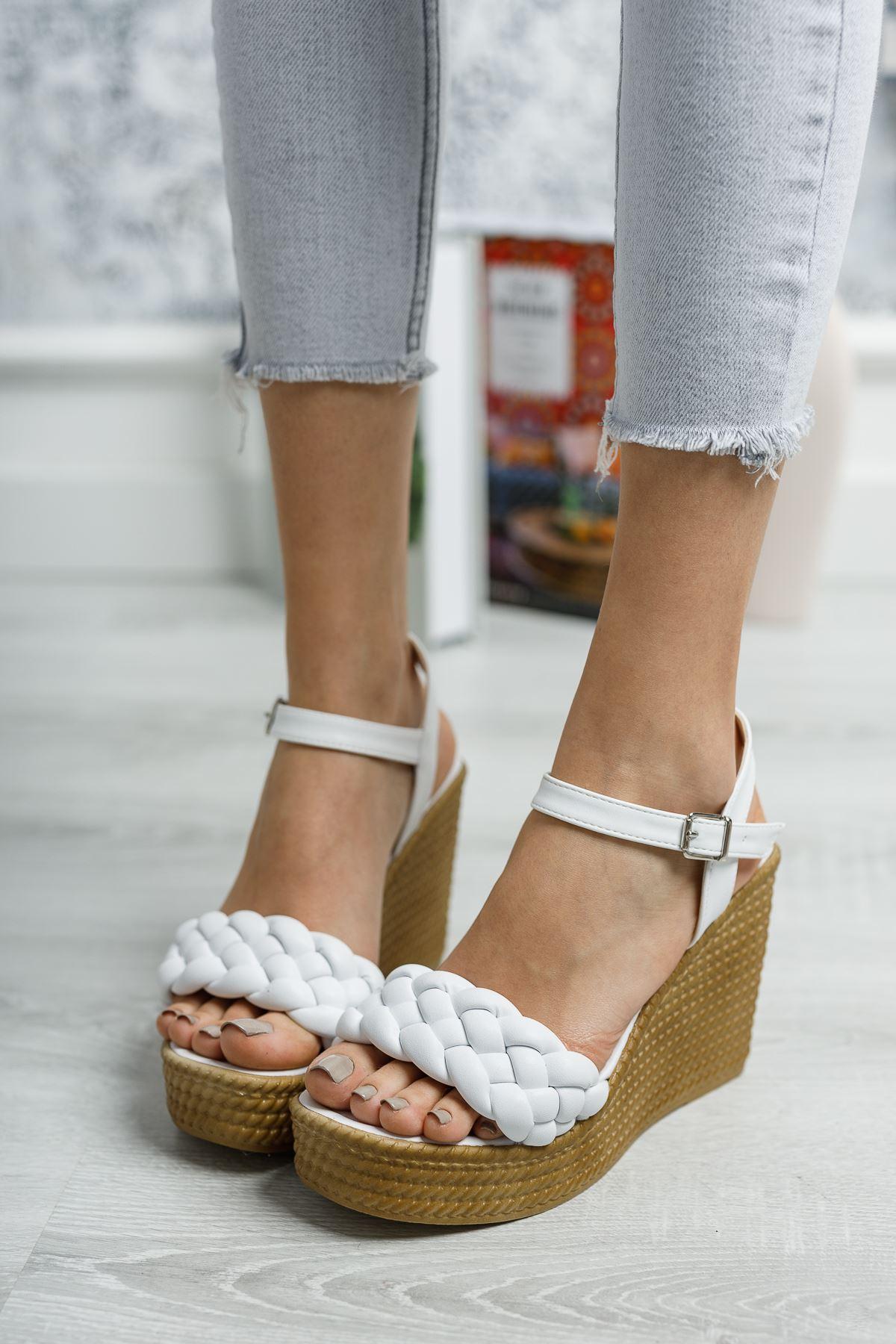 Dolgu Taban Tek Bant Beyaz Cilt Sandalet