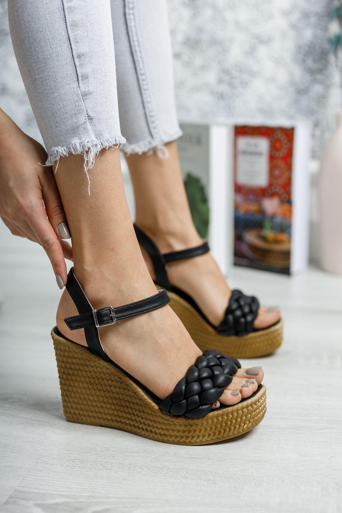 Dolgu Taban Tek Bant Siyah Cilt Sandalet