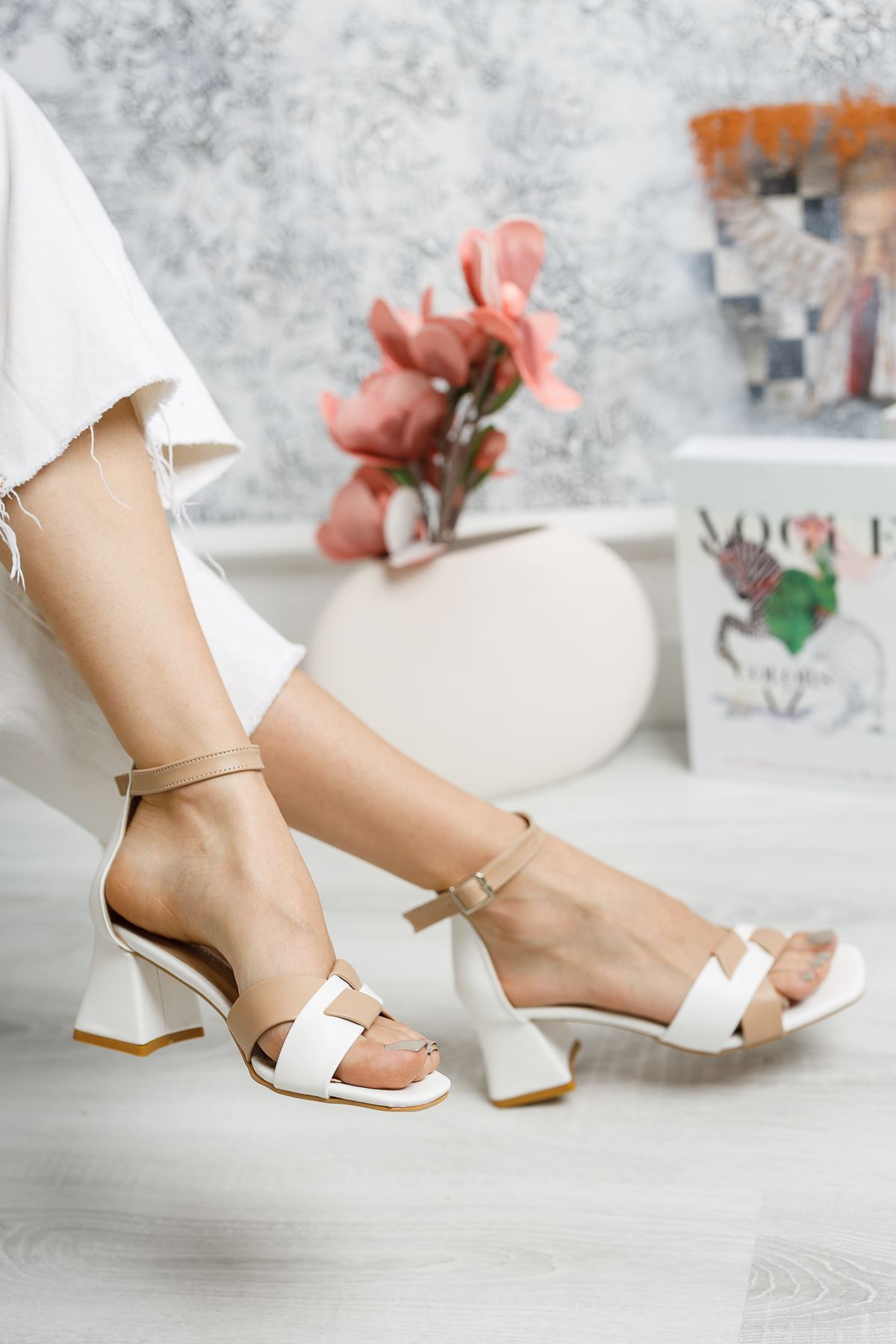 Çapraz Bant Topuklu Sandalet