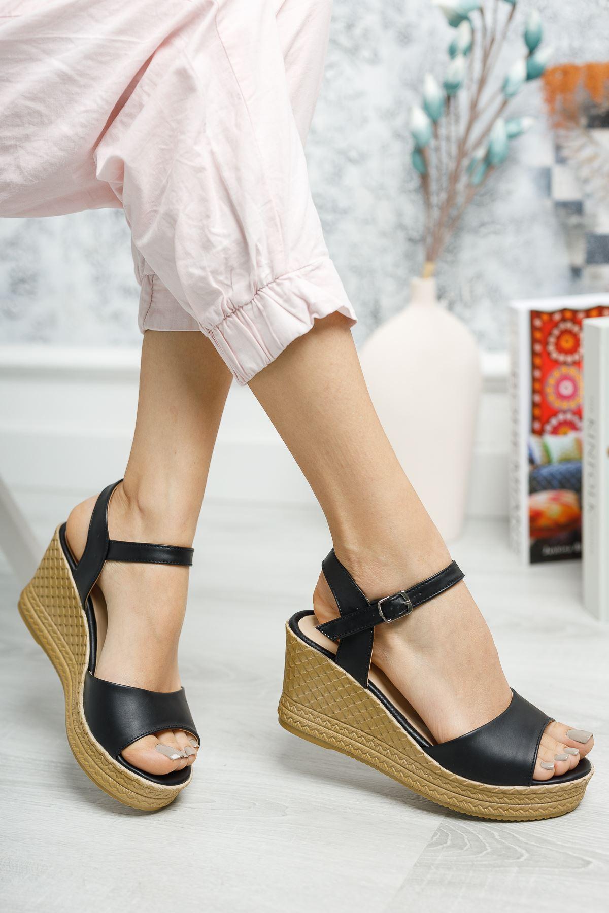 Mantar Taban Tek Bant Siyah Cilt Sandalet