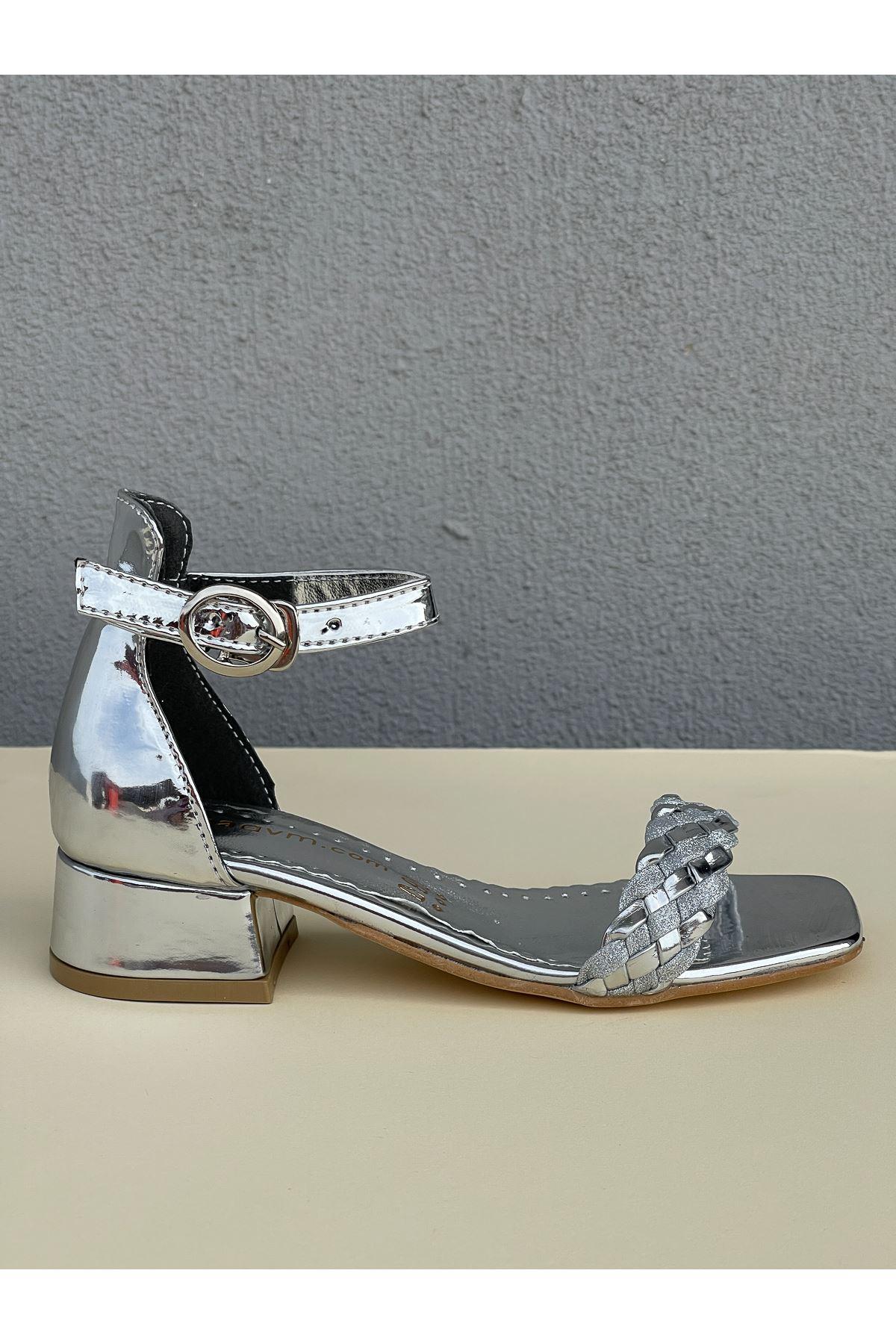 Tek Bant Arka Kapalı Gümüş Kız Çocuk Sandalet