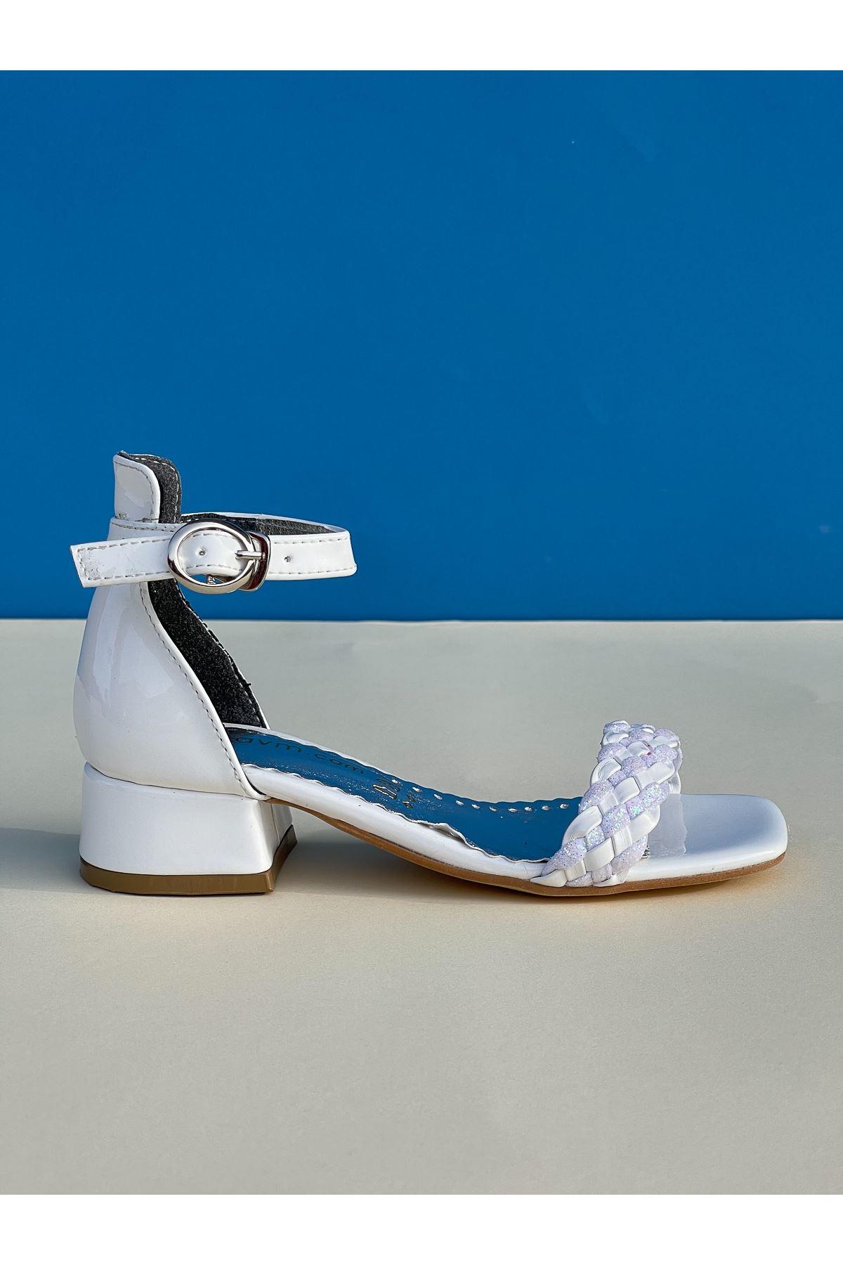 Tek Bant Arka Kapalı Beyaz Kız Çocuk Sandalet