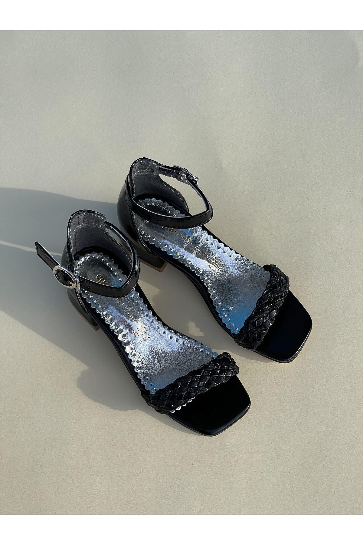 Tek Bant Arka Kapalı Siyah Kız Çocuk Sandalet