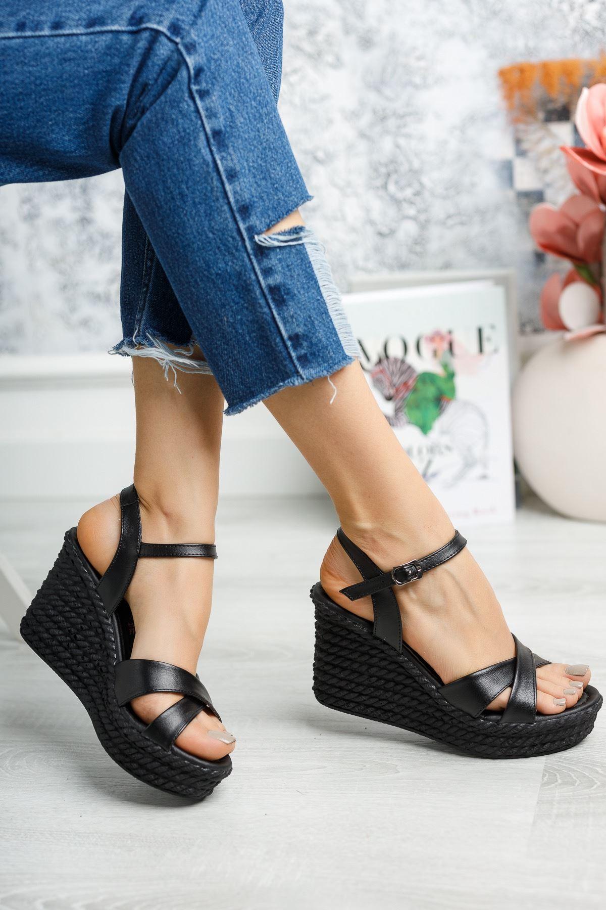 Mantar Taban Çapraz Bant Siyah Sandalet