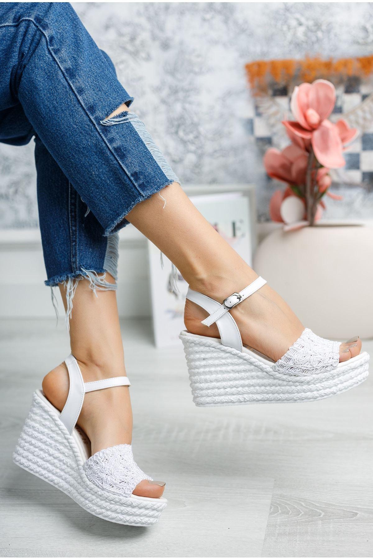 Mantar Taban Örgülü Beyaz Sandalet