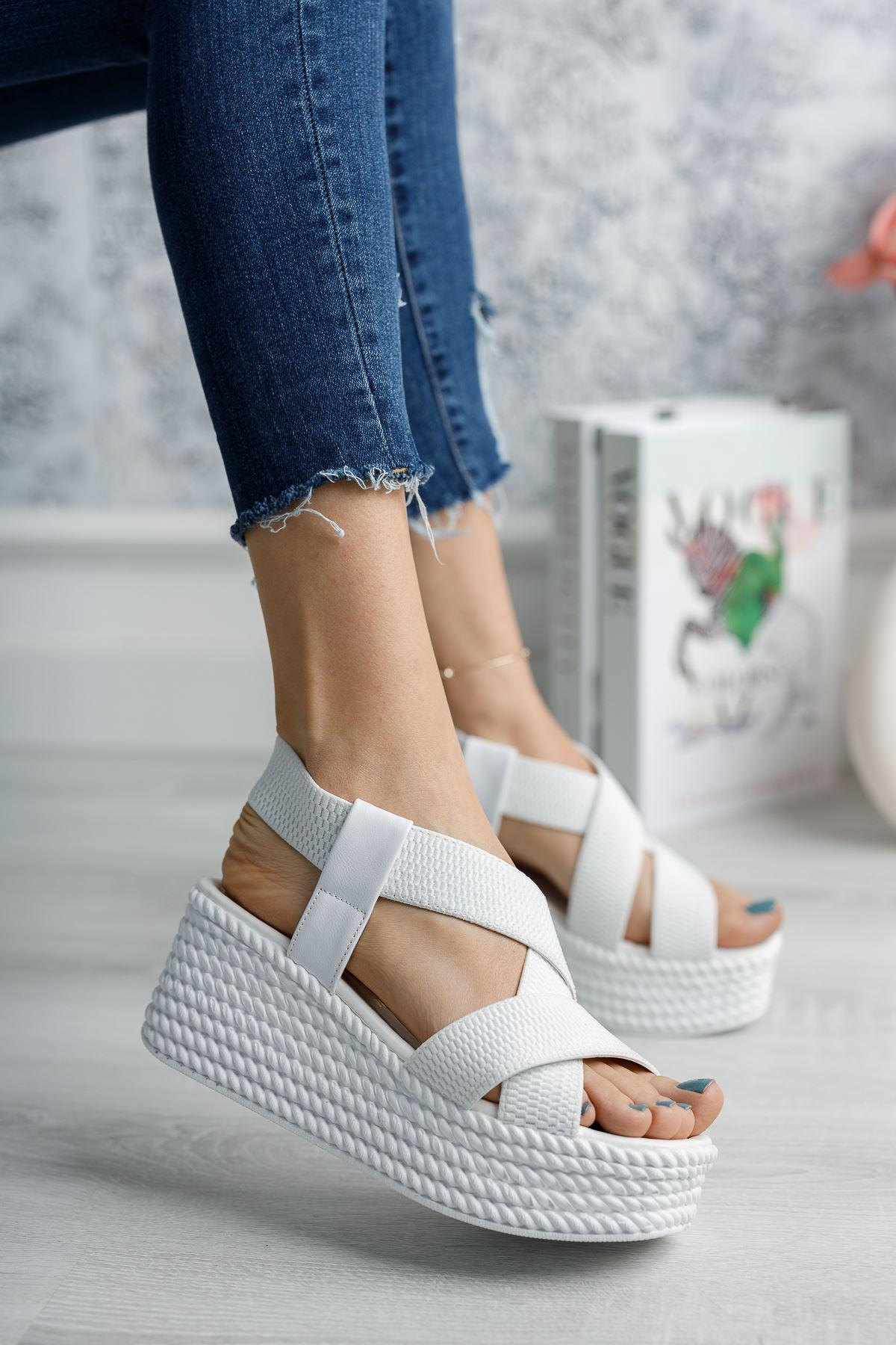 Mantar Taban Lastikli Beyaz Sandalet