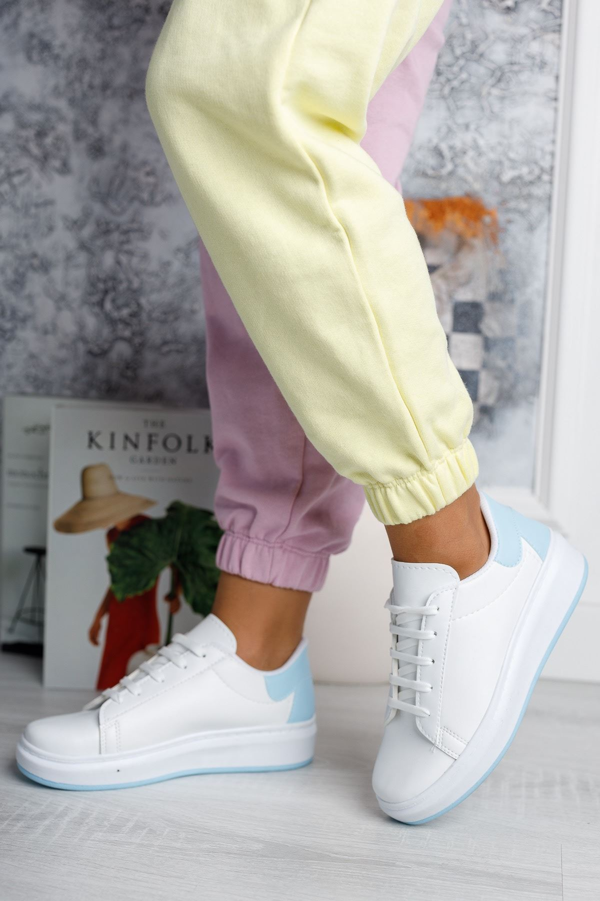 Bağcıklı Mekval Dikişli Beyaz Arkası Mavi Spor Ayakkabı