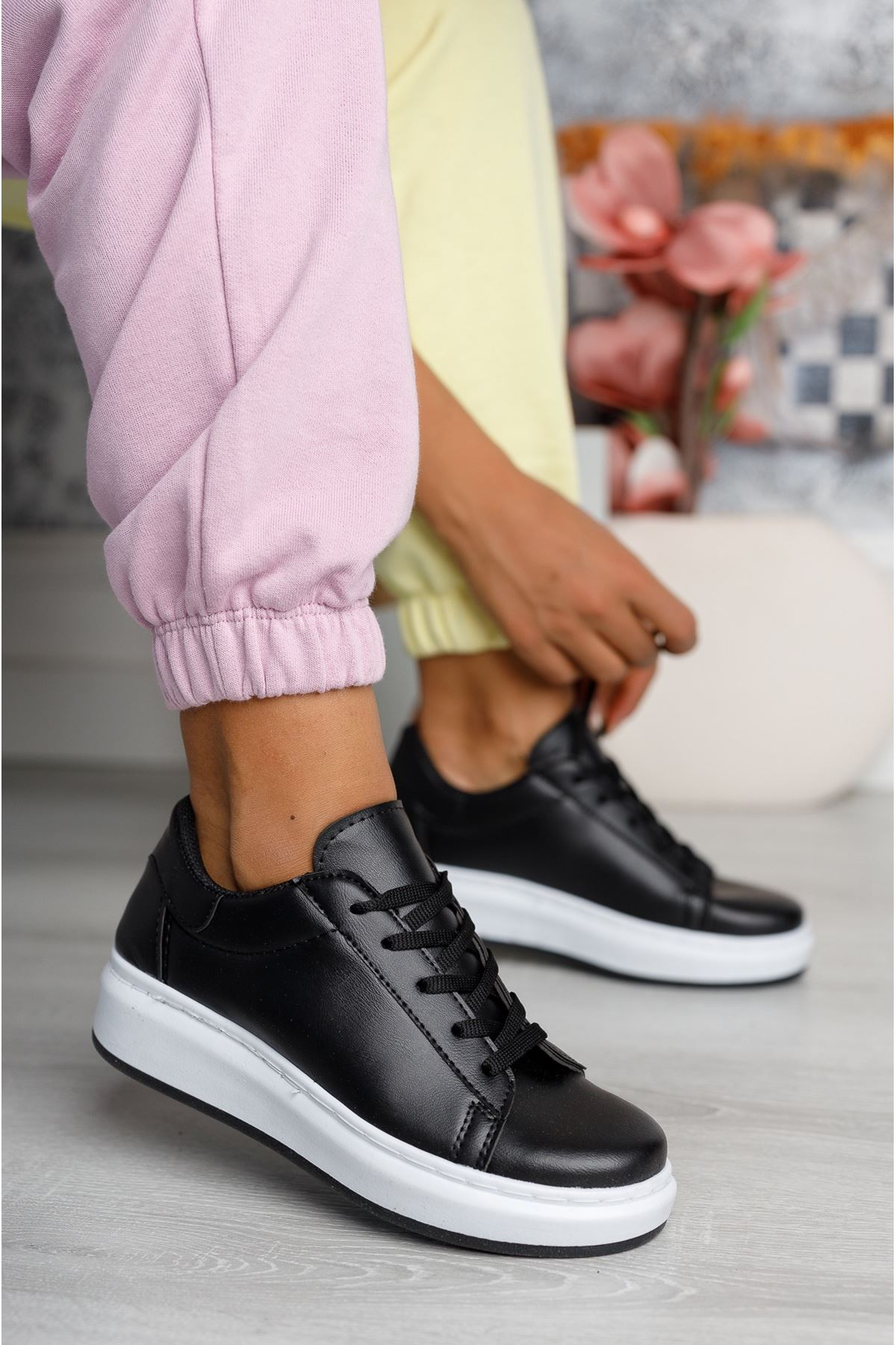 Bağcıklı Mekval Dikişli Siyah Tabanı Beyaz Spor Ayakkabı