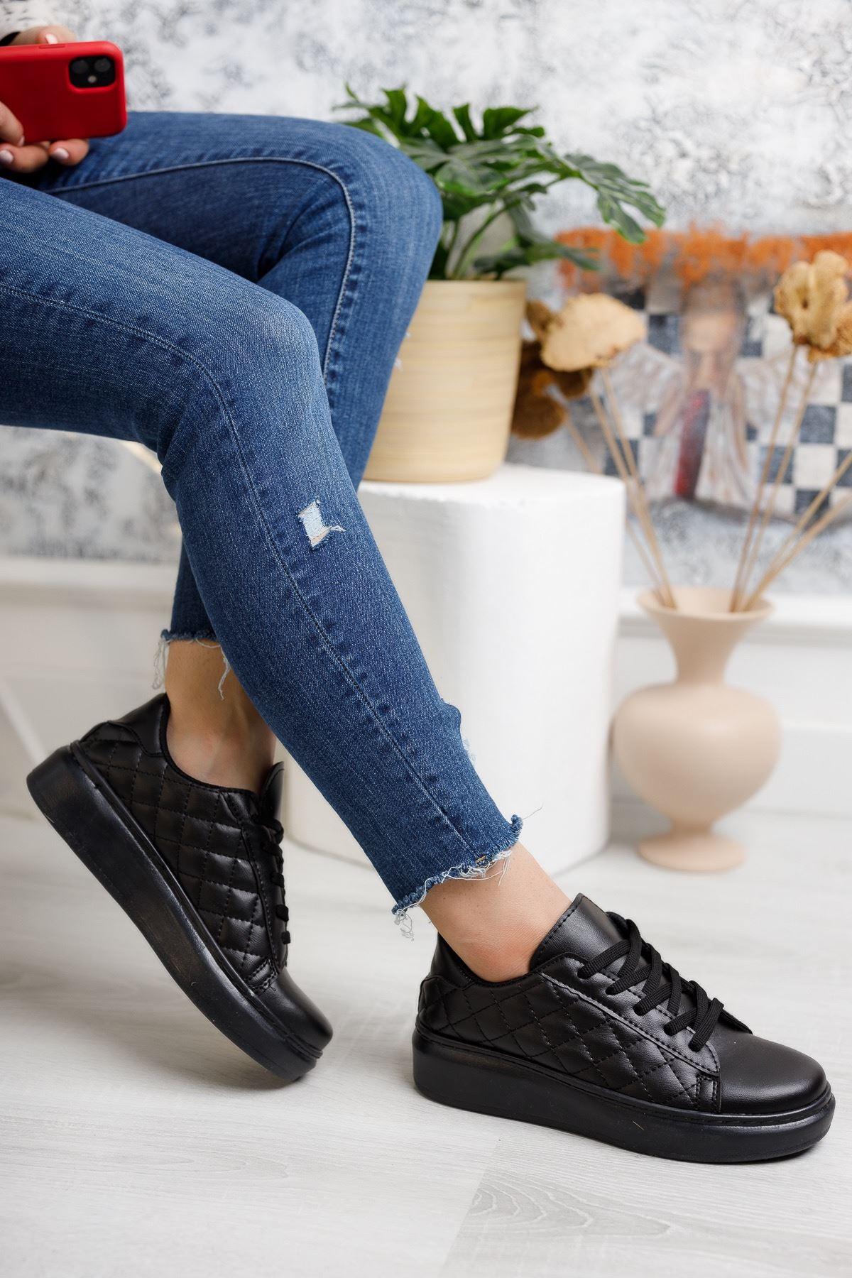 Bağcıklı Kapitone Siyah Spor Ayakkabı
