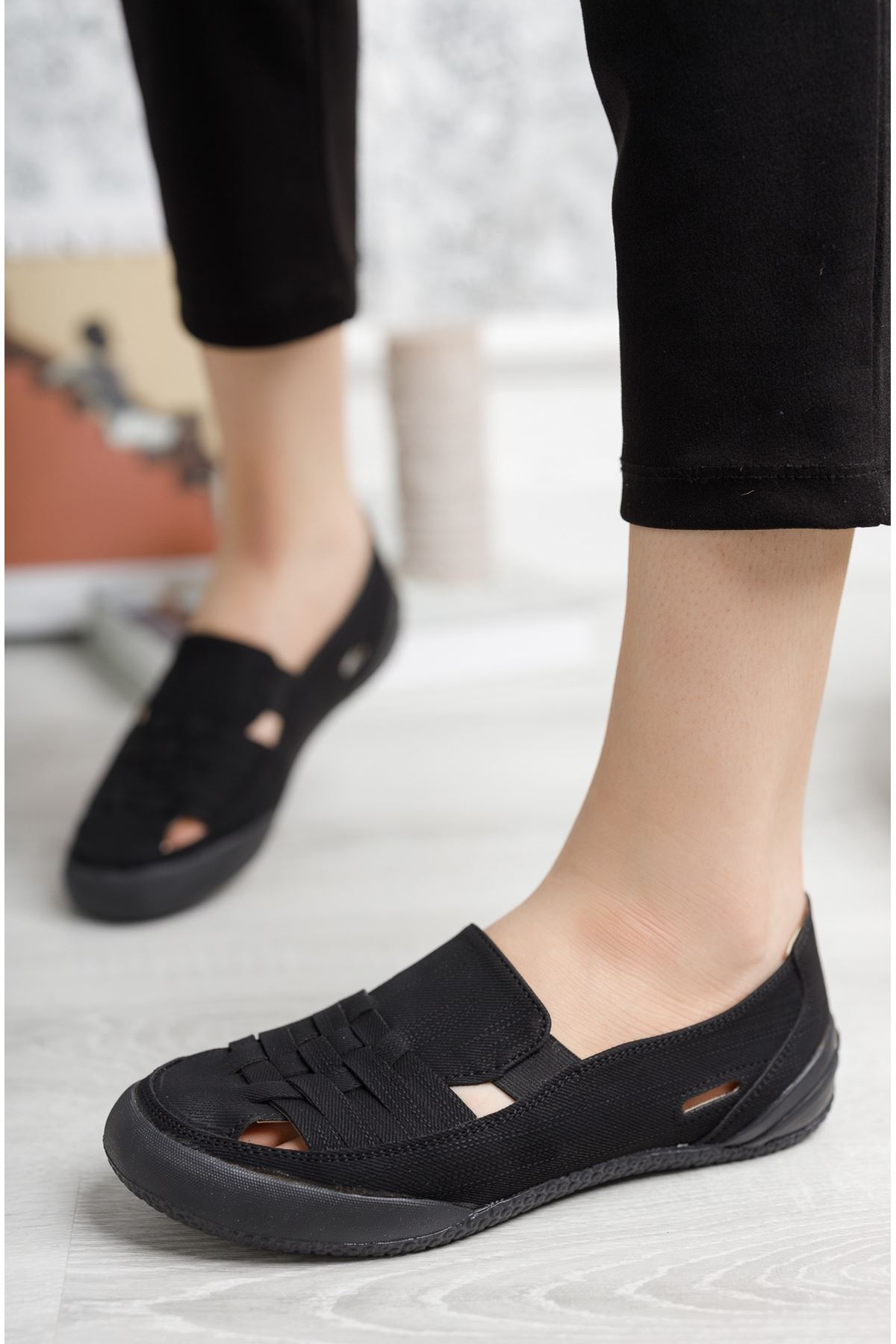 Ortopedik Ped Lastikli Siyah Kadın Ayakkabı