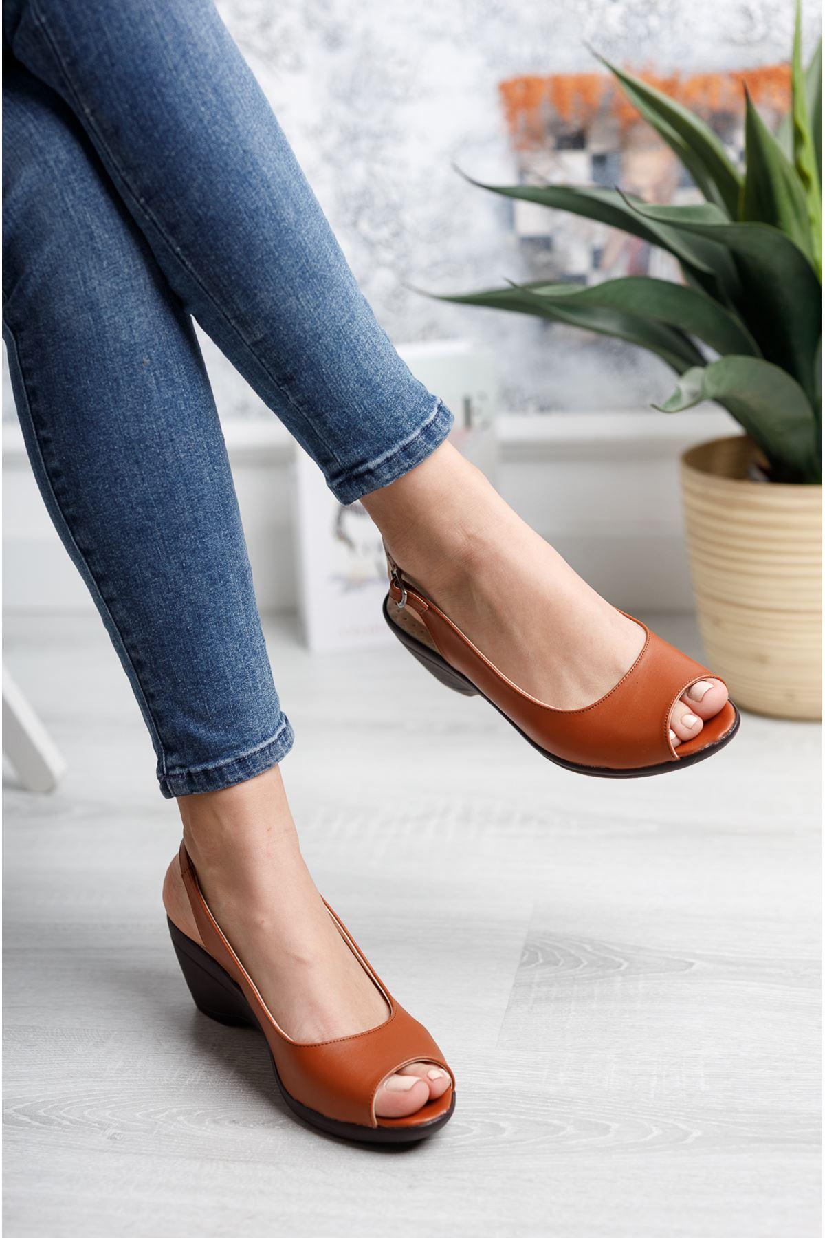 Burnu Açık Bilekten Tokalı Taba Cilt Ayakkabı