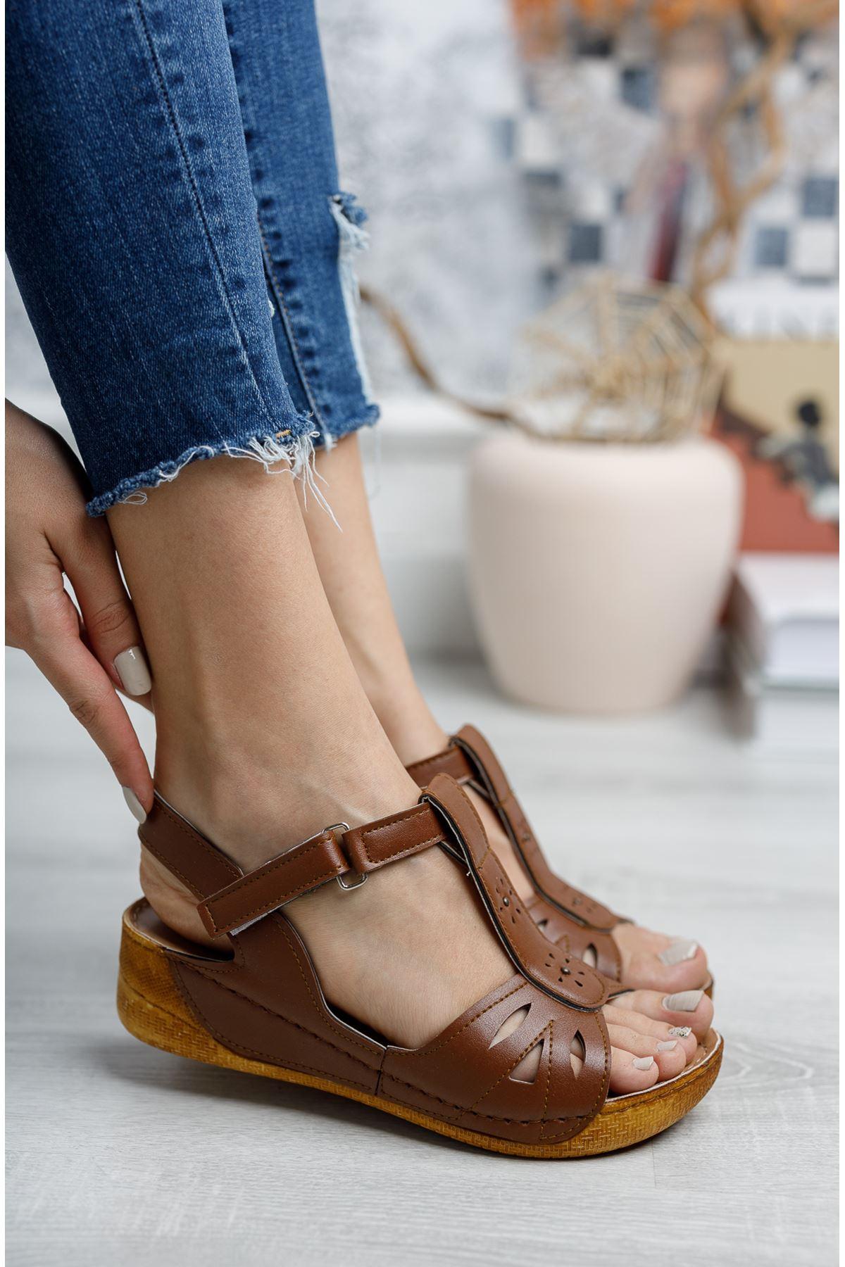 Direkli Sandalet